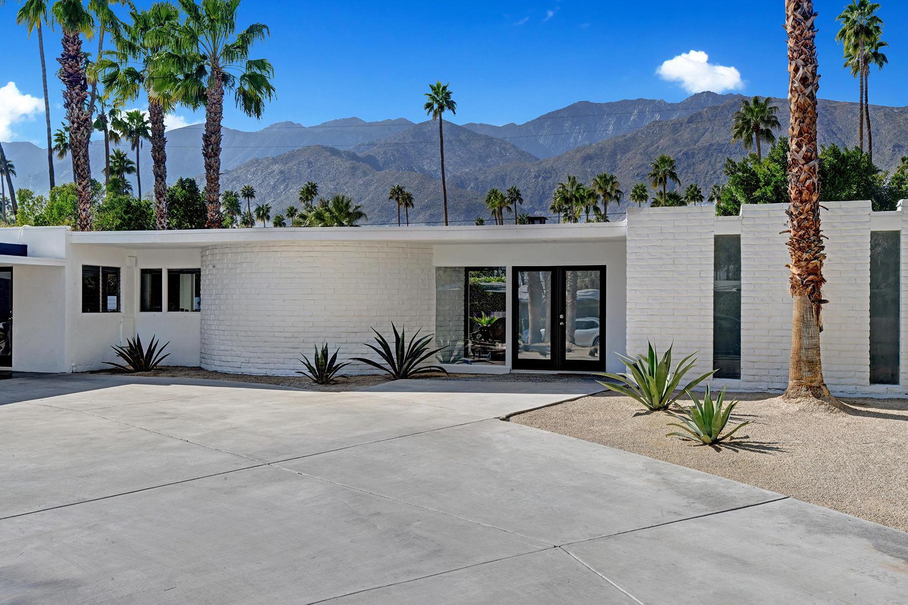 Photo of 1061 S Sagebrush Road, Palm Springs, CA 92264