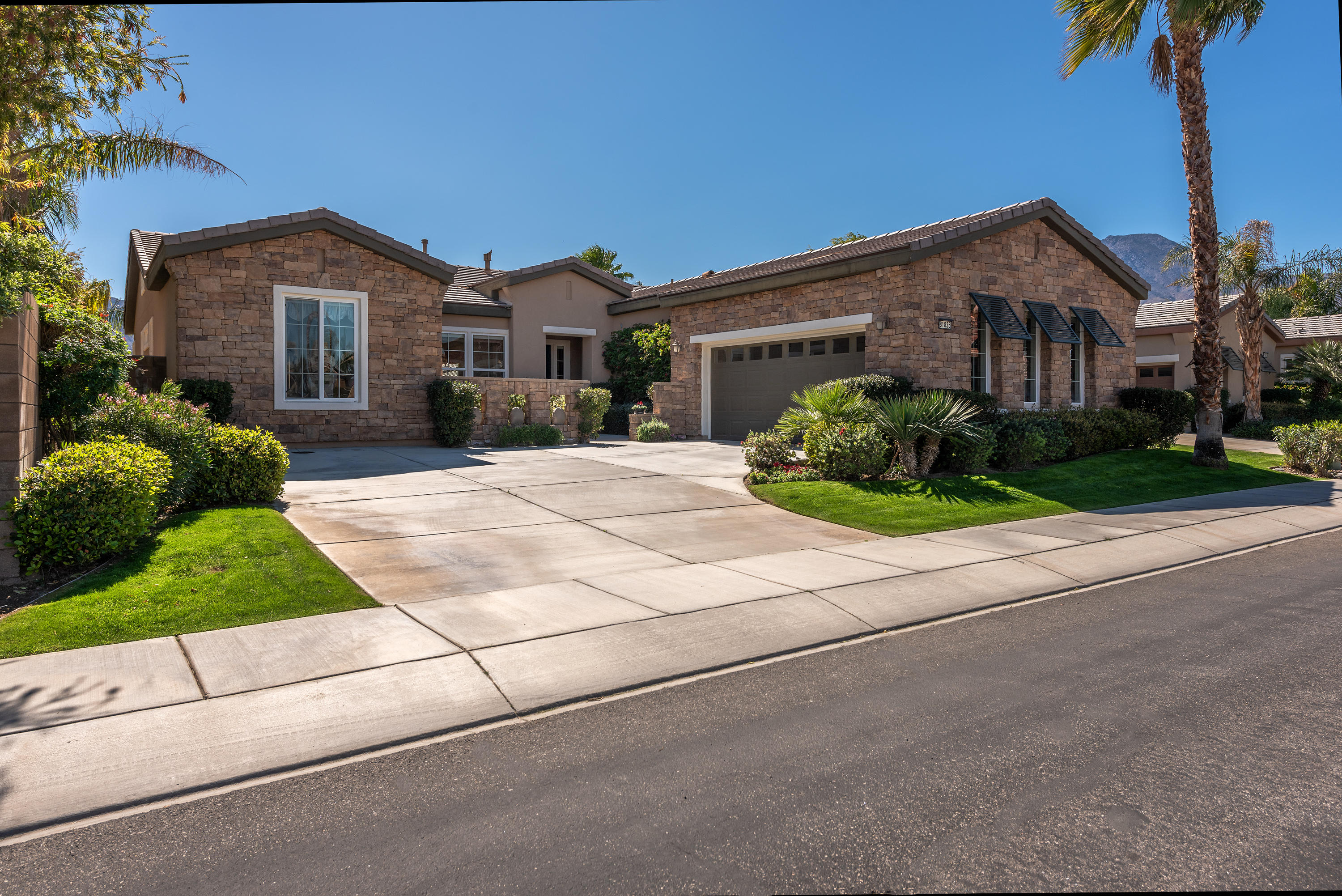 81835 Eagle Claw Drive, La Quinta, California 92253, 2 Bedrooms Bedrooms, ,3 BathroomsBathrooms,Residential,For Sale,81835 Eagle Claw Drive,219040130