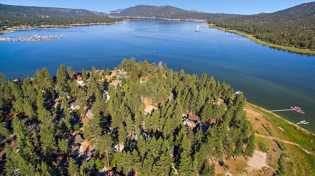239 N Eureka Drive, Big Bear Lake, California 92315, 4 Bedrooms Bedrooms, ,3 BathroomsBathrooms,Residential,For Sale,239 N Eureka Drive,219042629