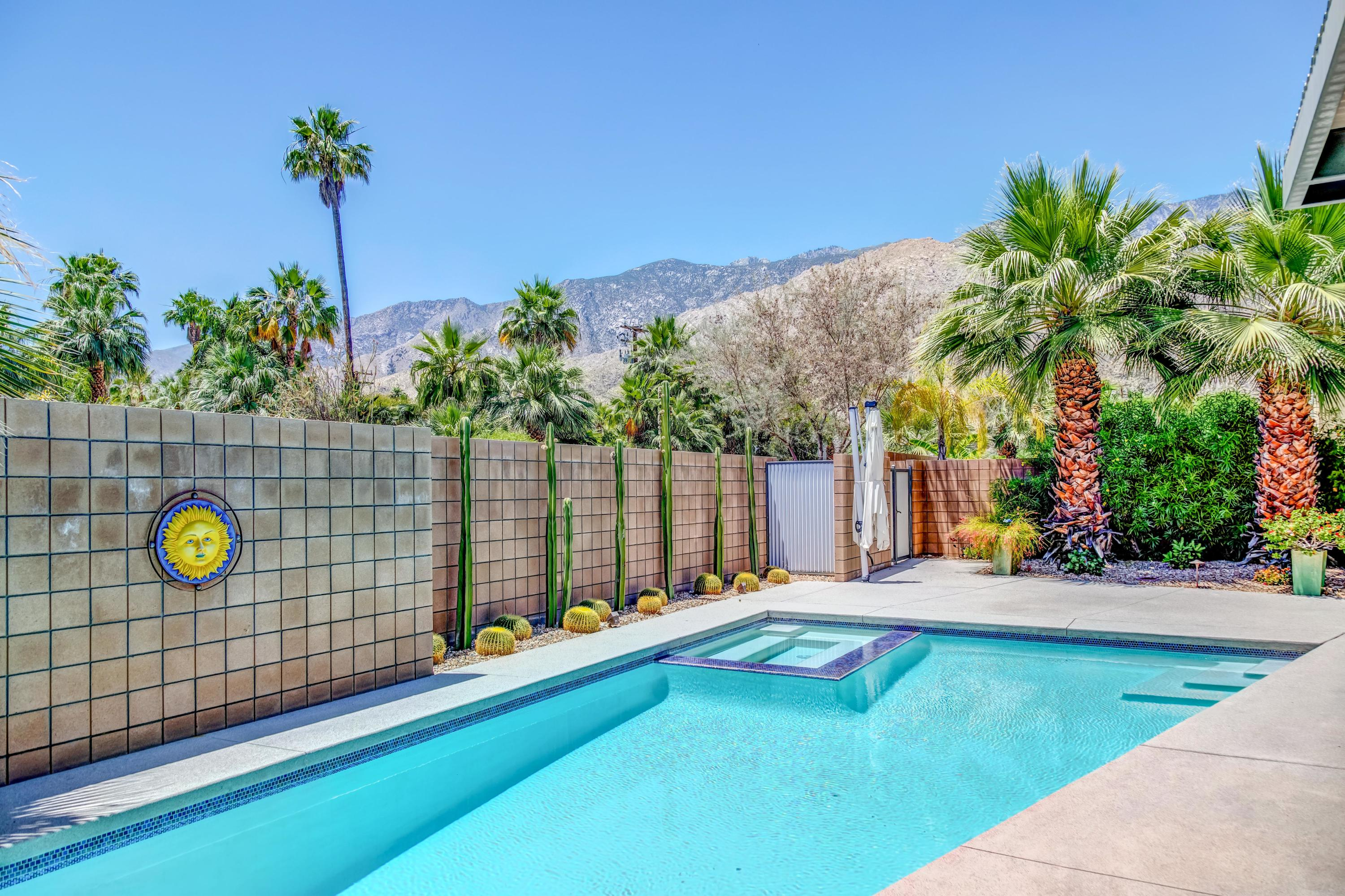 Photo of 915 Oceo Circle, Palm Springs, CA 92264