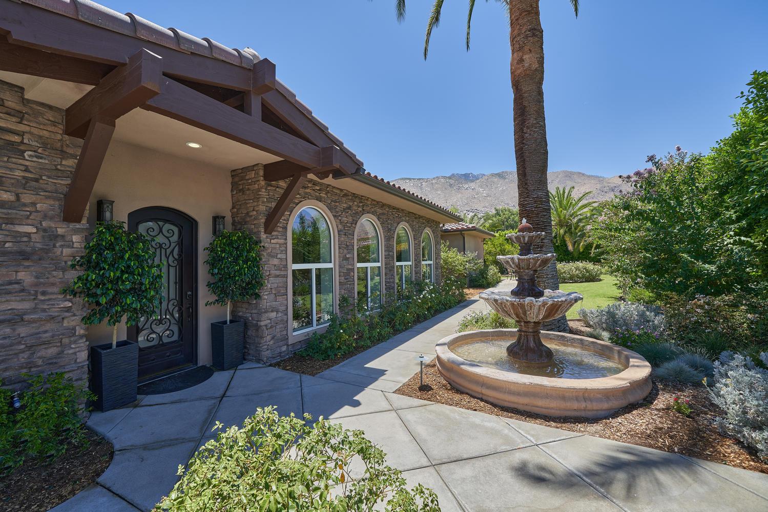 Photo of 333 E Valmonte Sur, Palm Springs, CA 92262