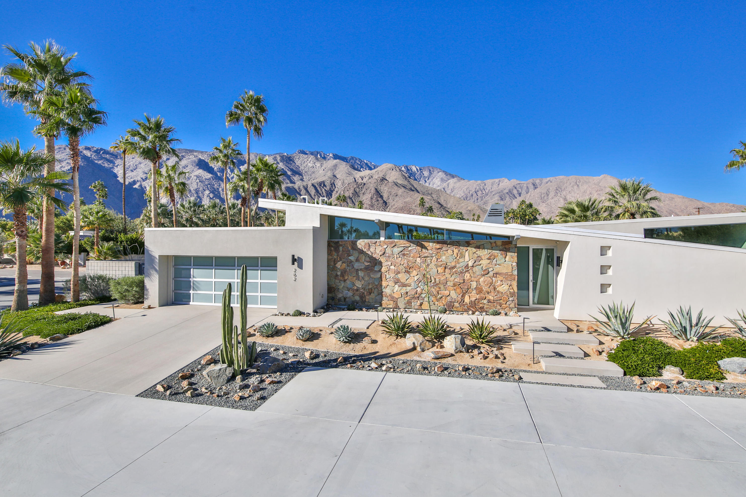 Photo of 262 W Vista Chino, Palm Springs, CA 92262