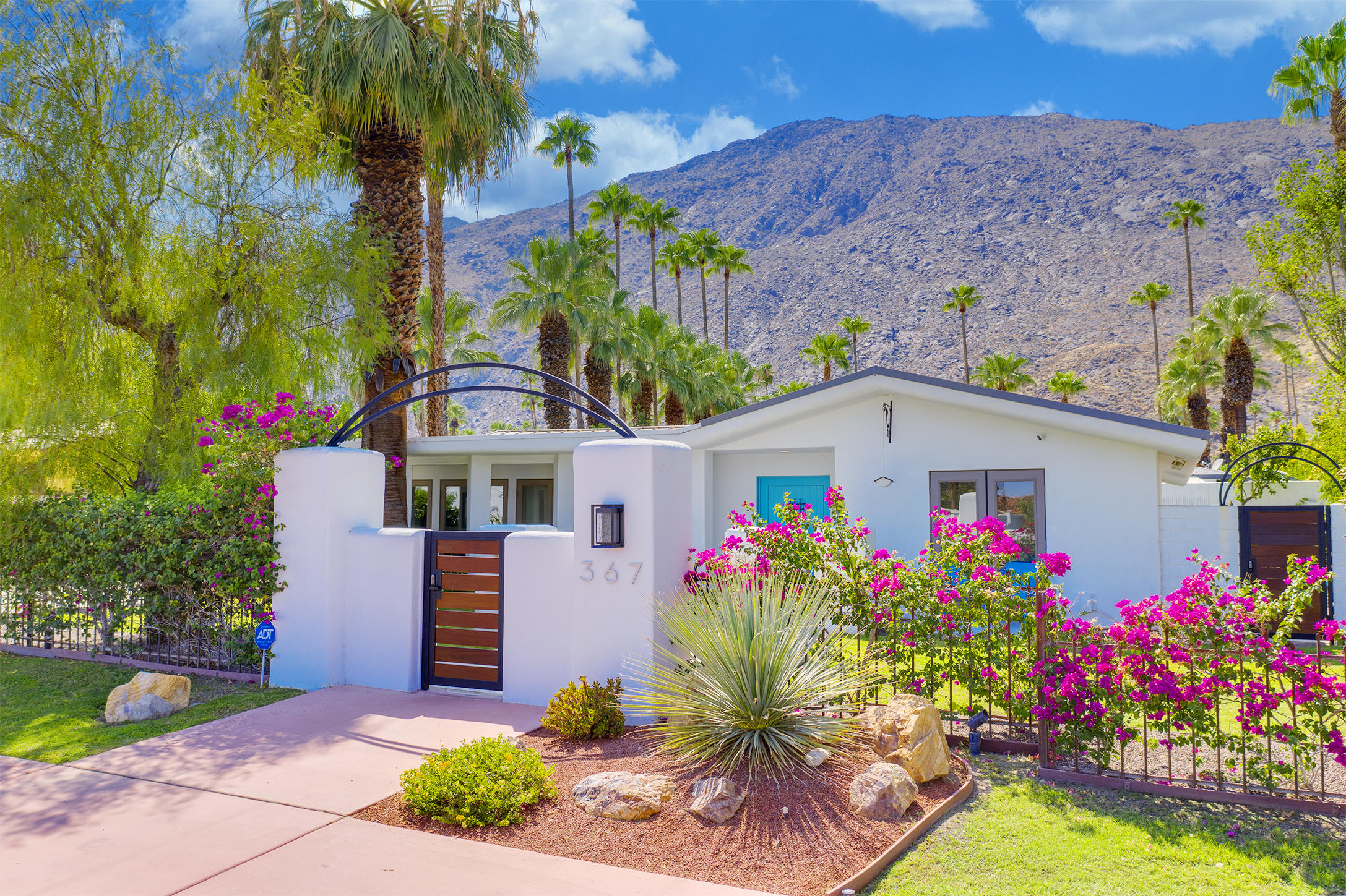 Photo of 367 S Cahuilla Road, Palm Springs, CA 92262
