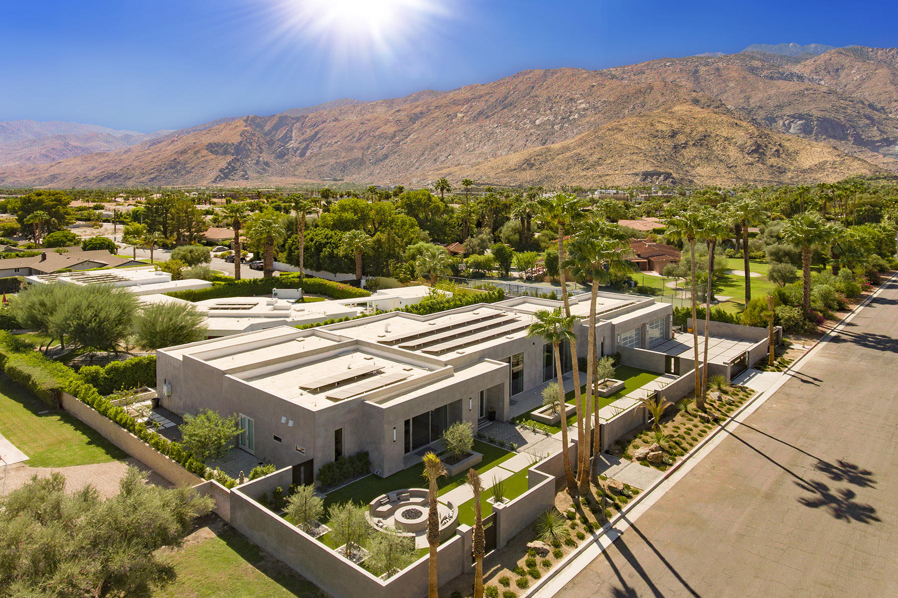 Photo of 861 E Granvia Valmonte, Palm Springs, CA 92262