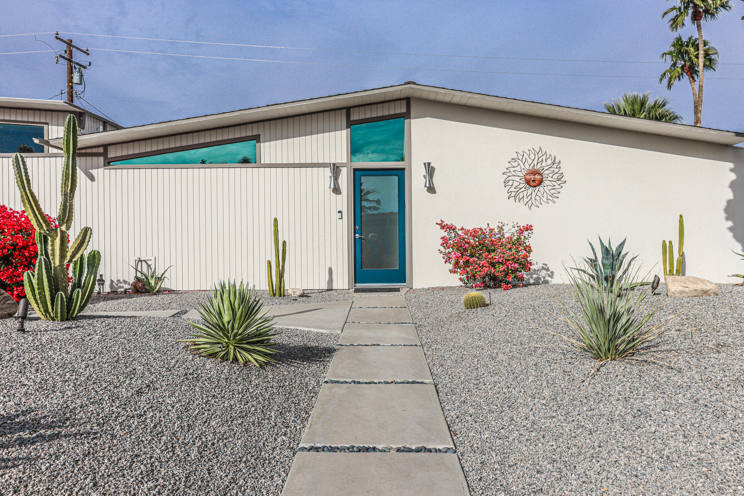 Photo of 402 E Desert Willow Circle, Palm Springs, CA 92262