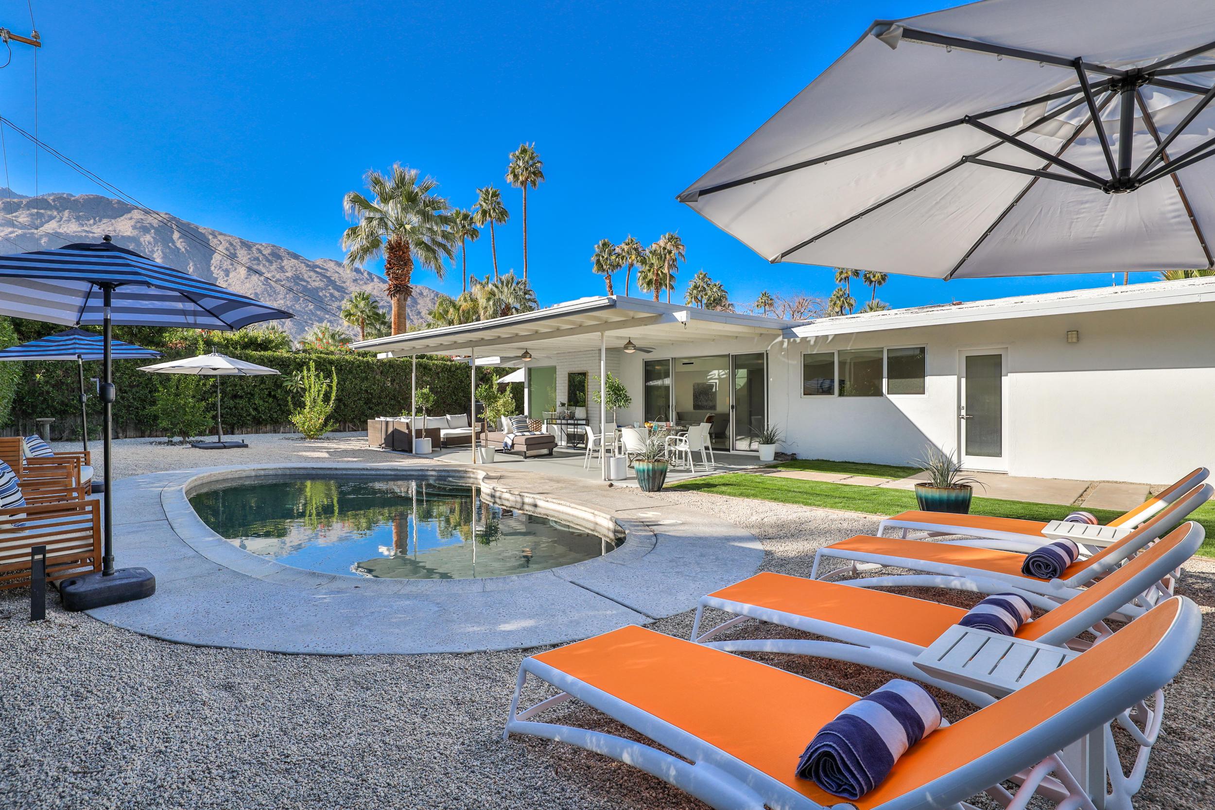 Photo of 1073 E San Lorenzo Road, Palm Springs, CA 92264