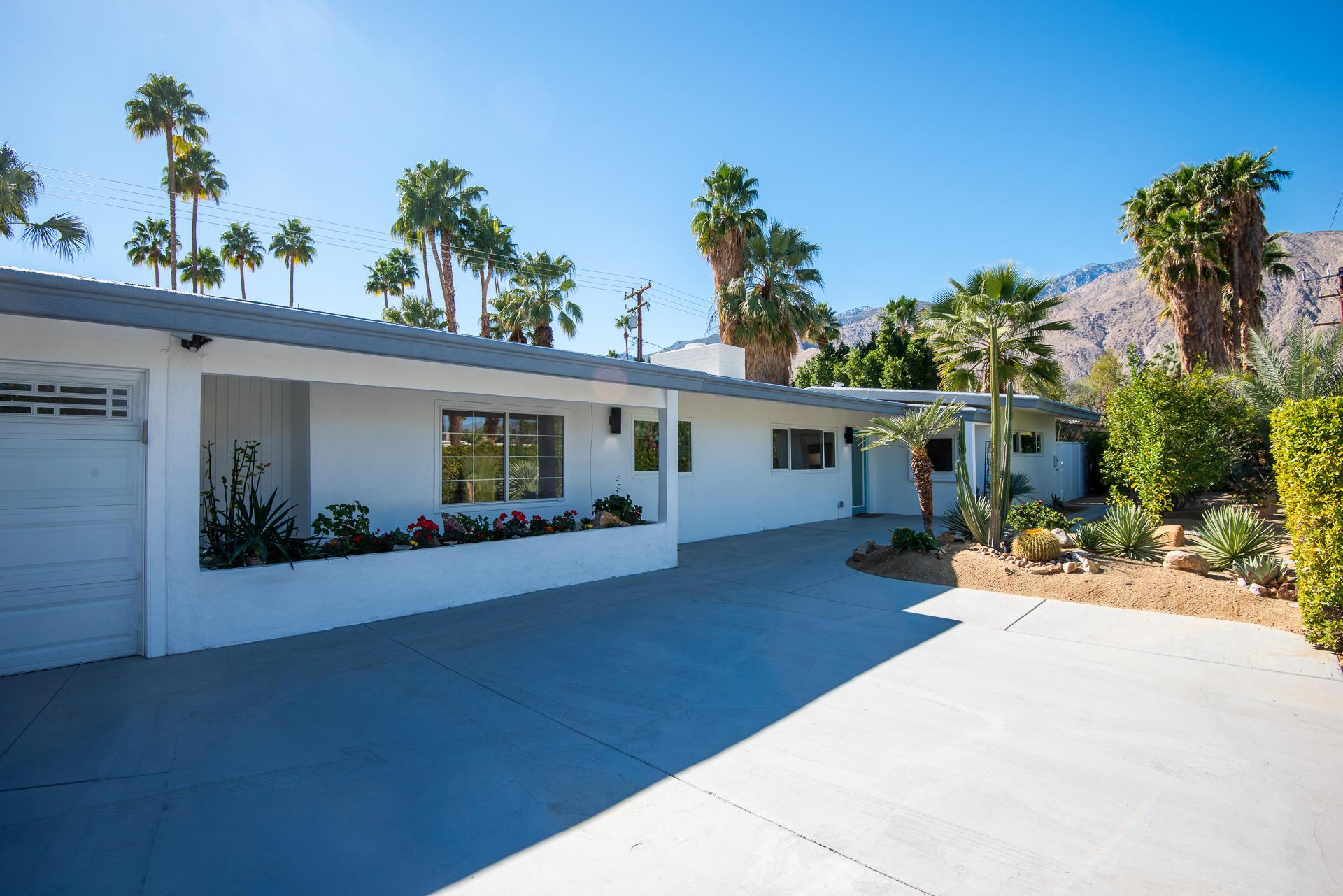 Photo of 1075 E Sunny Dunes Road, Palm Springs, CA 92264
