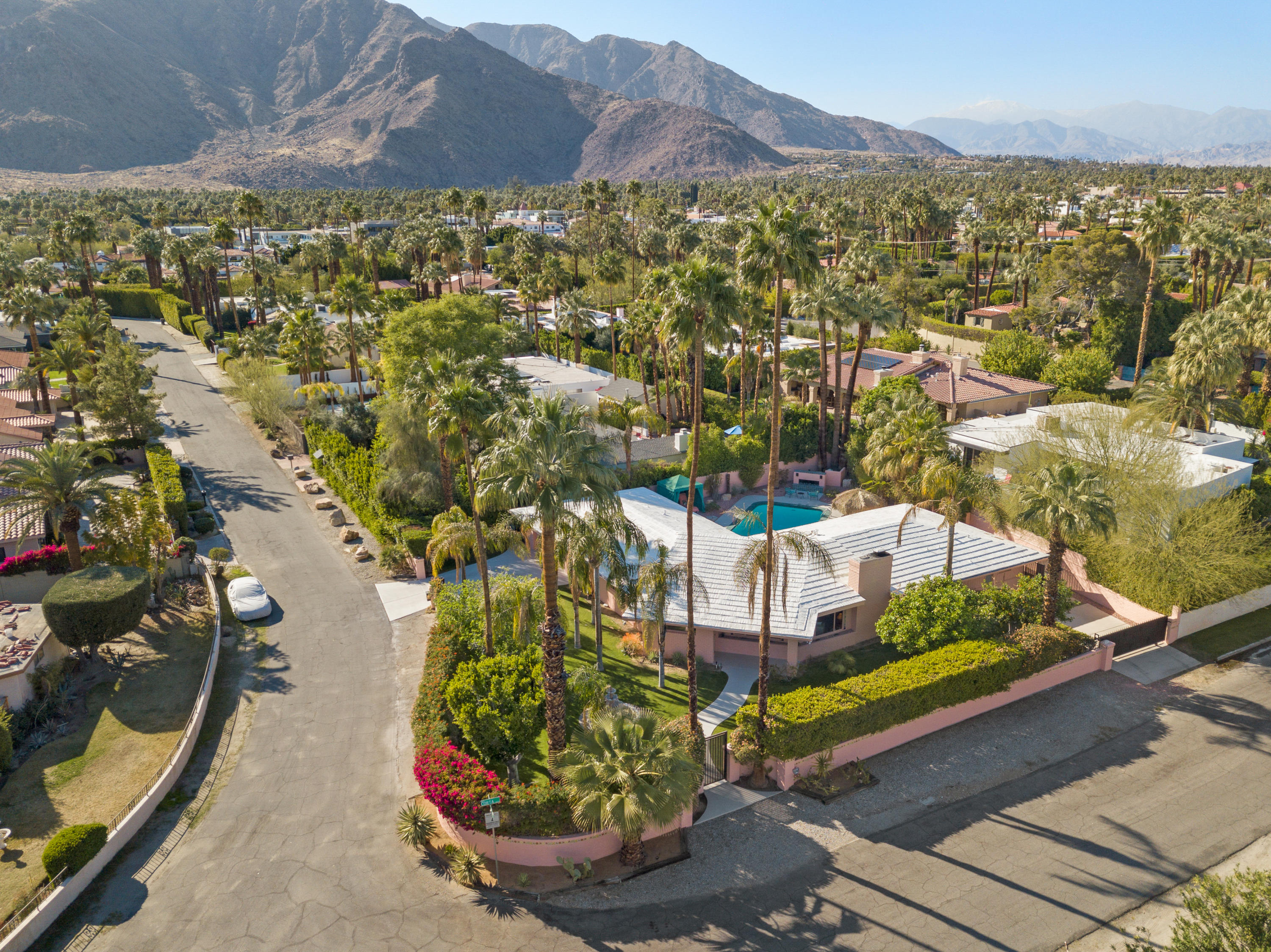 Photo of 480 E Valmonte Norte, Palm Springs, CA 92262