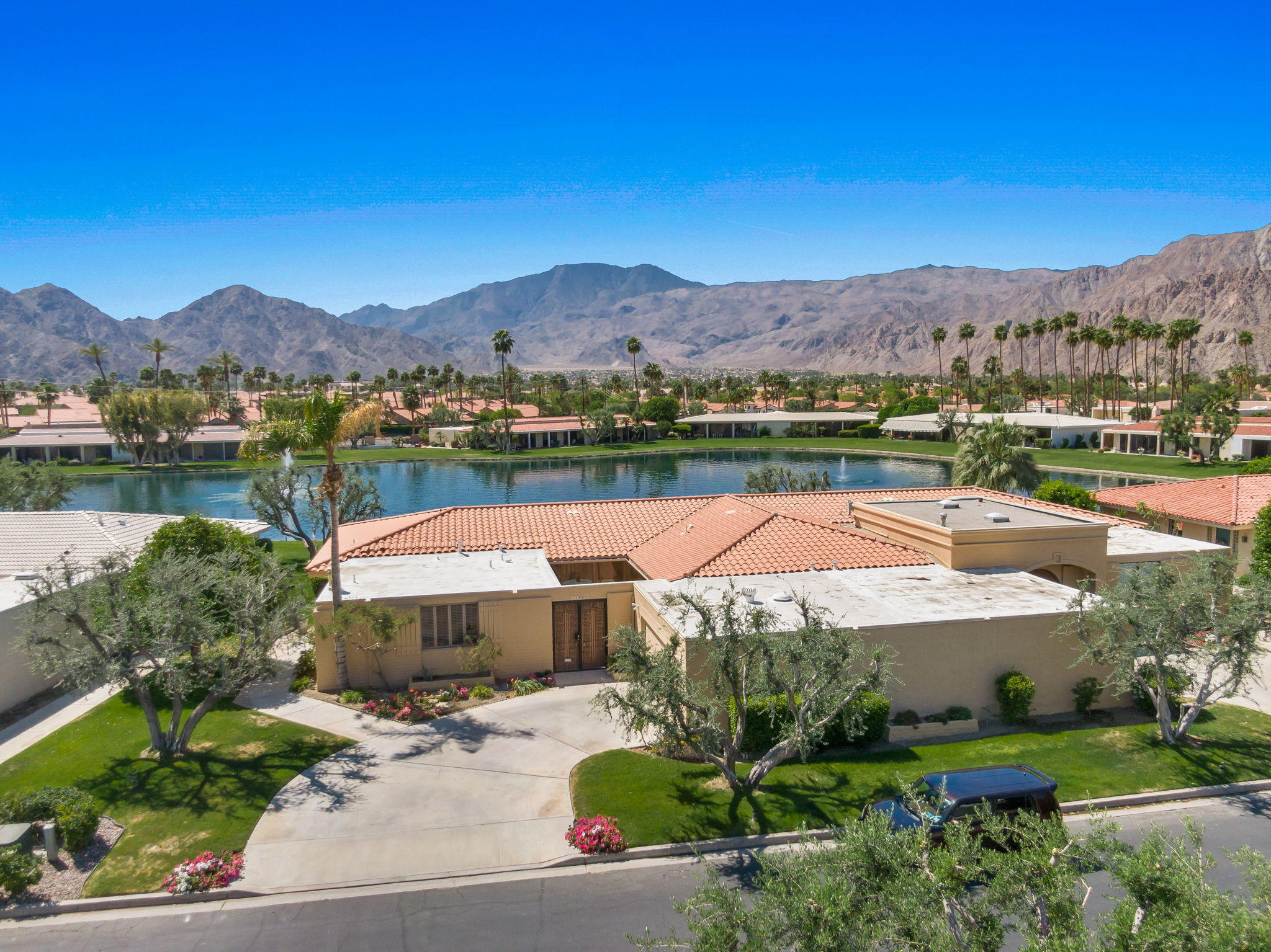 Lakefront living in the heart of La Quinta!  Nestled in the La Quinta Country Club- Lago neighborhood- this 3 Bedroom/3 Bathroom condo has incredible, panoramic lake and Santa Rosa mountain views!  Remodeled kitchen with granite, stainless appliances, and open floor plan. 9 ft ceilings throughout and windows abound with the lake and courtyard views bringing in light in every room. South facing with a sunny patio and views from the living room and primary bedroom.  Spacious courtyard brings in light to the other 2 guest rooms, ensuite, and one with a cozy fireplace.  Located at La Quinta Country Club, close to the clubhouse, Old Town La Quinta, and the La Quinta Resort!  Come see it today!