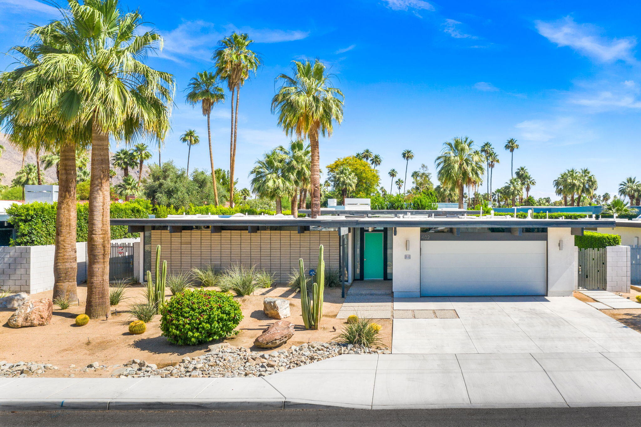Photo of 402 E Sonora Road, Palm Springs, CA 92264