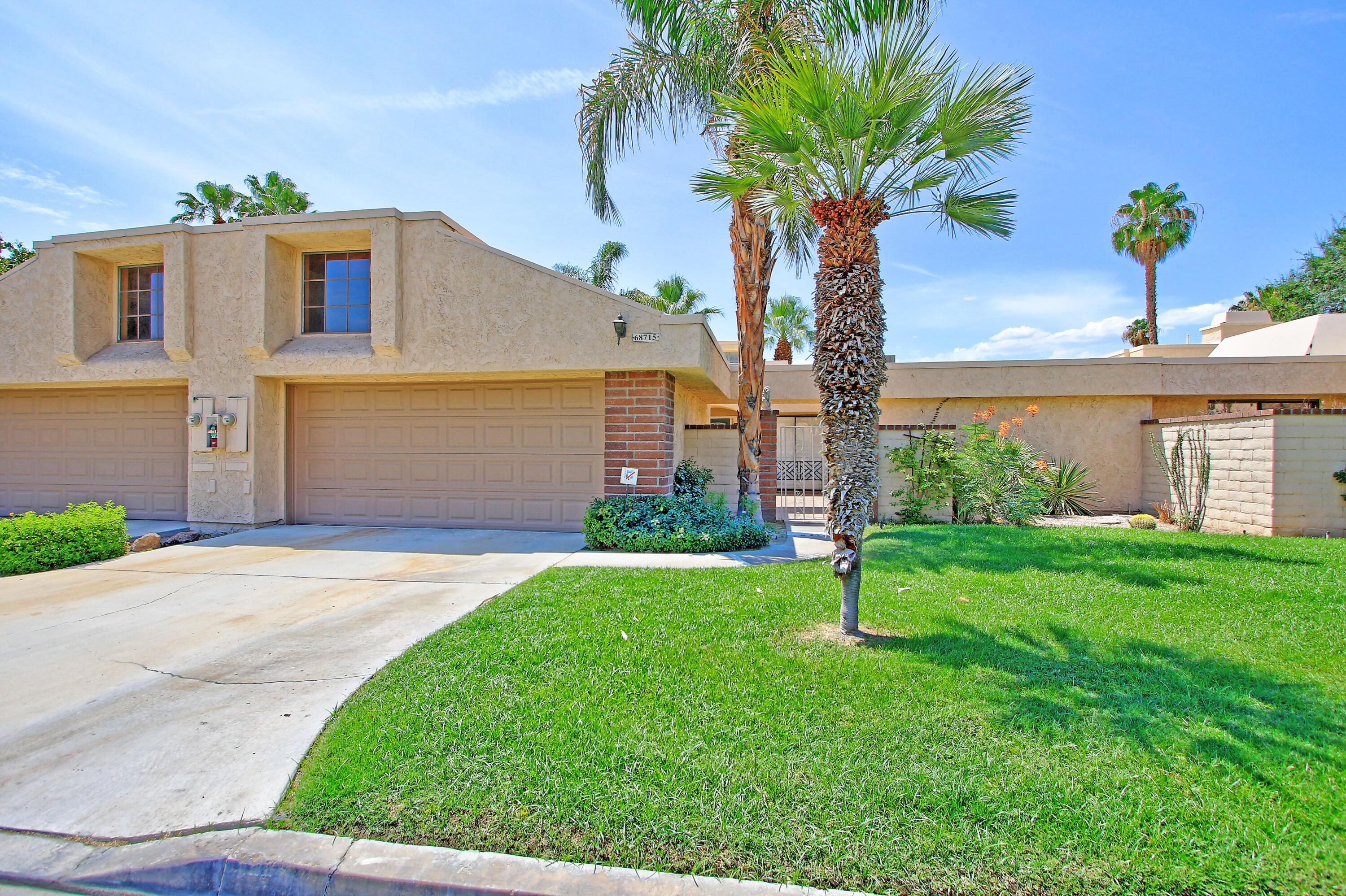 This Condo just has been totally repainted and is awaiting a new Owner.  Light & bright in a very nice location on a private Cul de sac. Fantastic golf in your new community!  This spacious condo won't last  ong