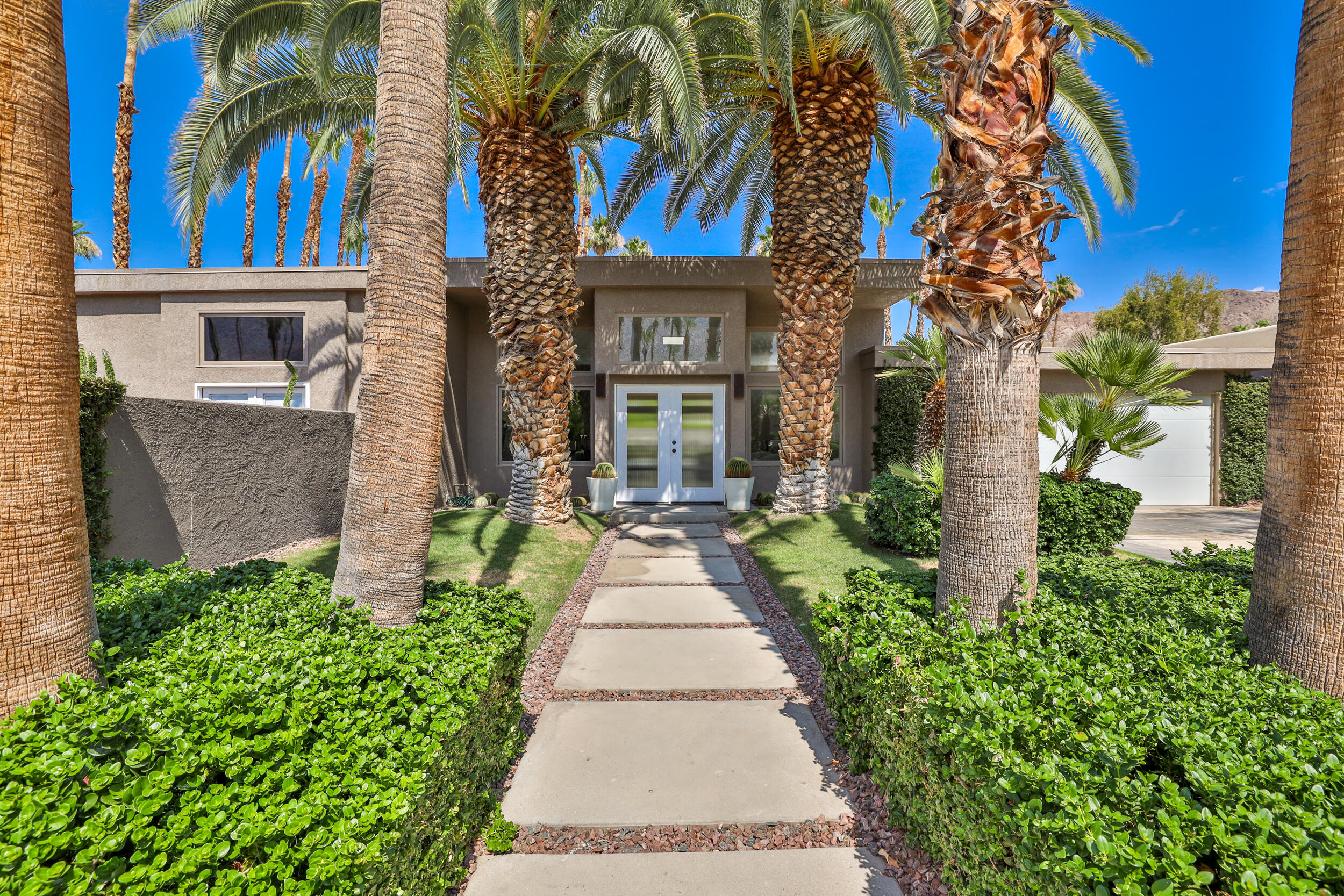 Photo of 2252 S Caliente Drive, Palm Springs, CA 92264