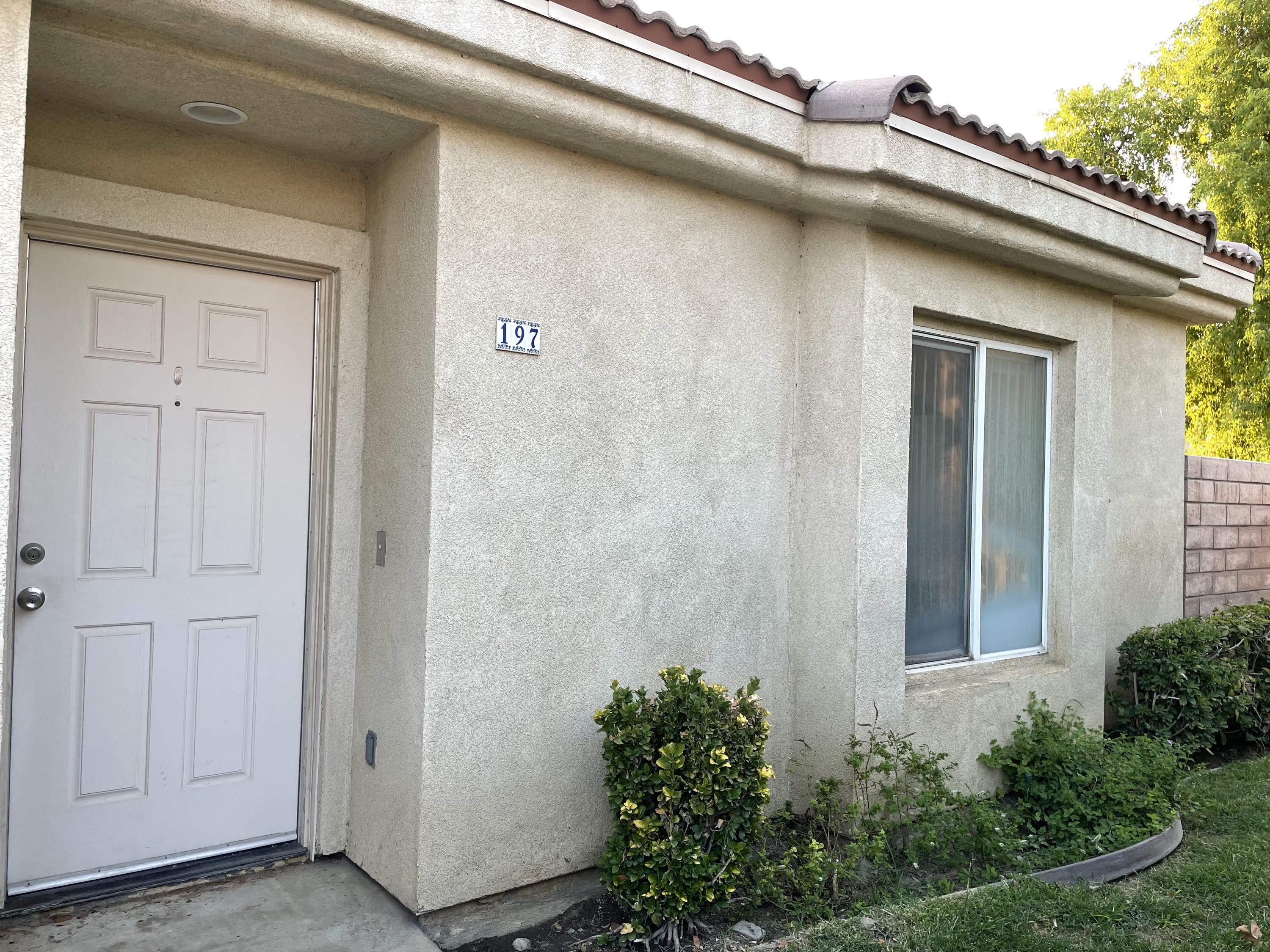 The buyers had to cancel due to their personal situation. Their loss is your gain. This is a clean move in ready property. 2br + den and 2ba. This cute unit is the end unit which gets a lot of natural light. The detached garage is a great plus in Desert. Every room have the ceiling fans. HOA includes community pools/spas, tennis and basketball courts, trash and roof maintenance.