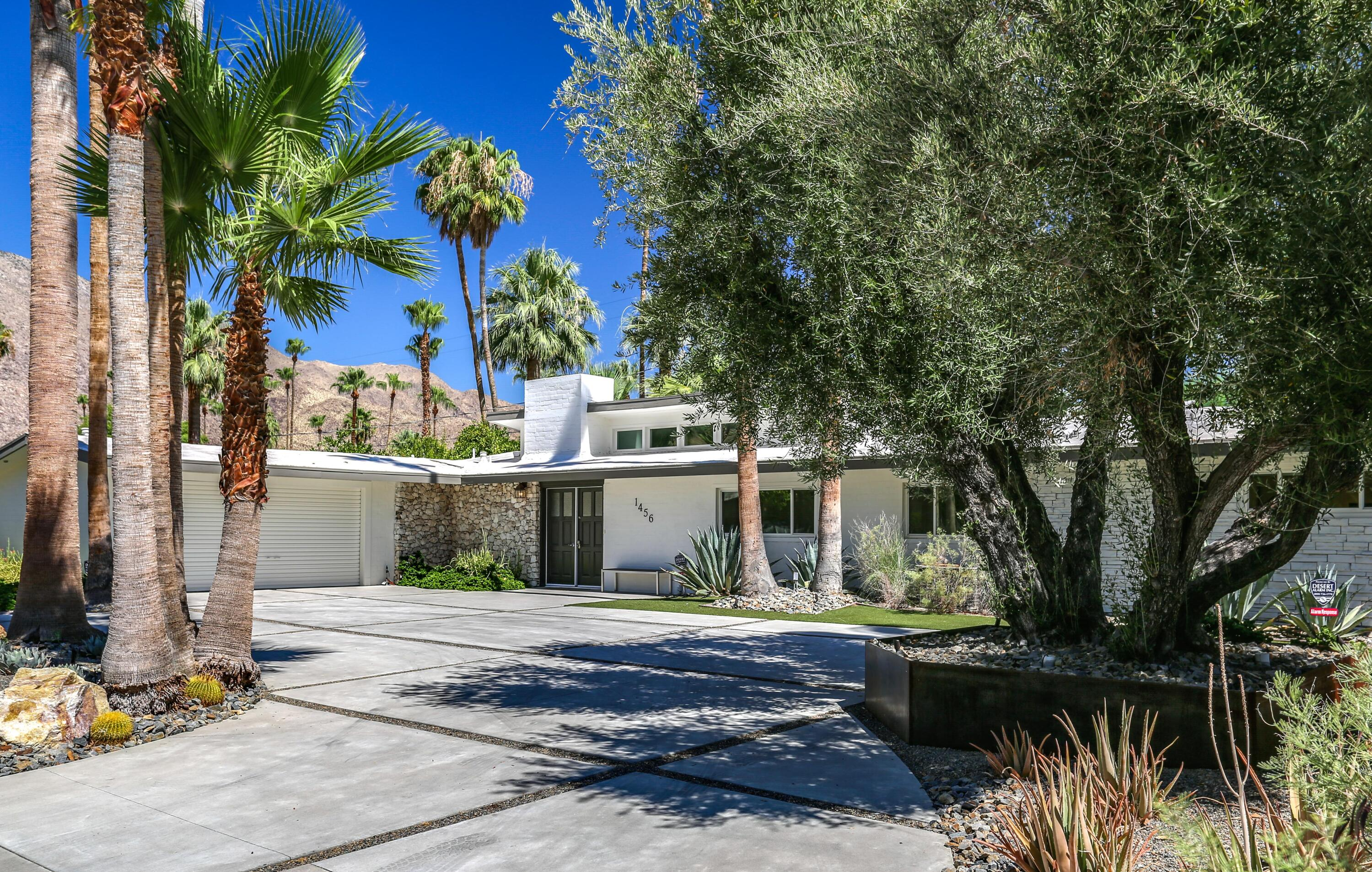 Photo of 1456 E San Lorenzo Road, Palm Springs, CA 92264