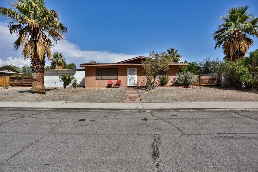Midcentury; 1962 pool home situated on fee land, with spectacular, mountain views.  Situated on a huge, 11,326 sq. ft lot in the fashionable Racquetclub area, home boasts 4 bedrooms, and 1 3/4 baths. Awaiting your personal customizations.