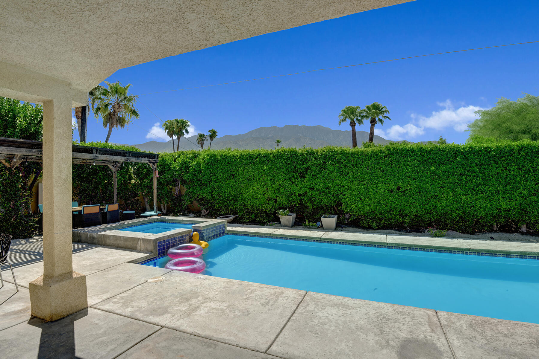 1895 N Whitewater Club Dr. Drive, Palm Springs, CA 92262