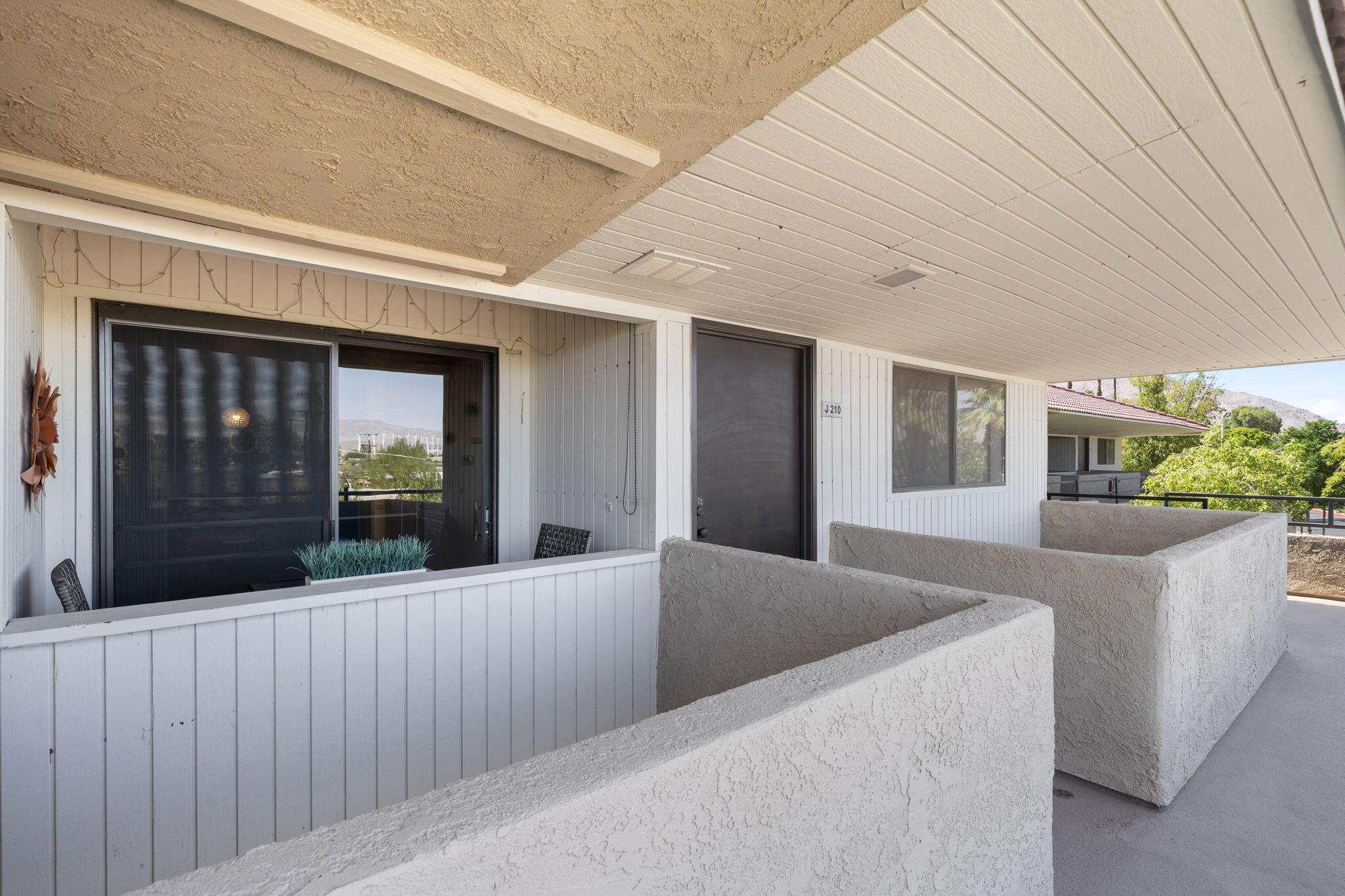 675 N Los Felices Circle W, Palm Springs, CA 92262