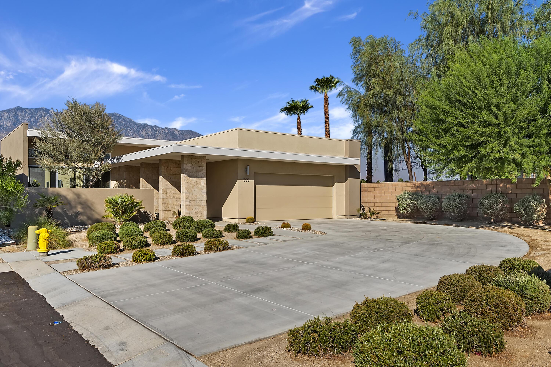 Photo of 999 Bernardi Lane, Palm Springs, CA 92262