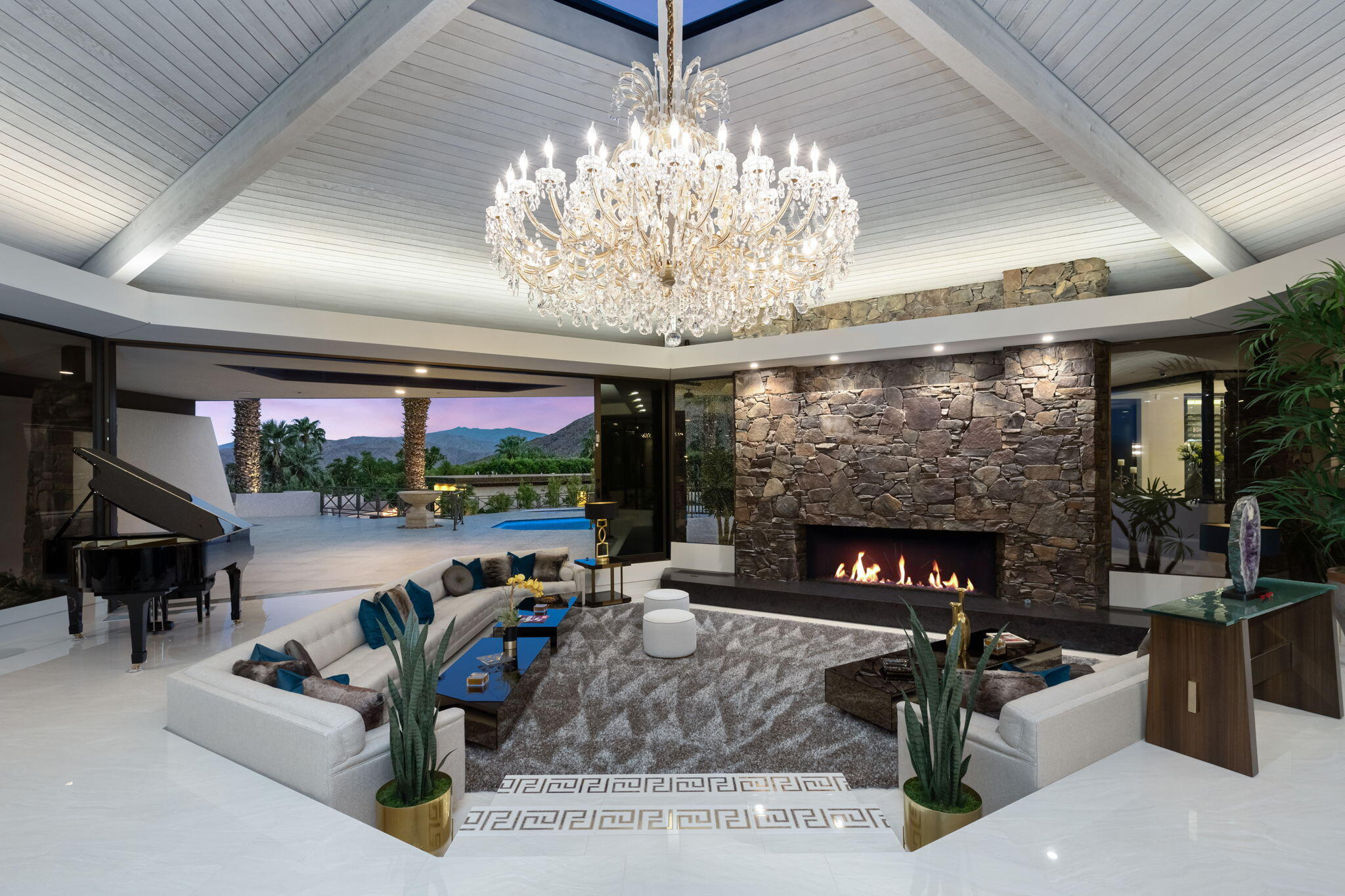 911 Juarez Avenue, Palm Springs, CA 92262