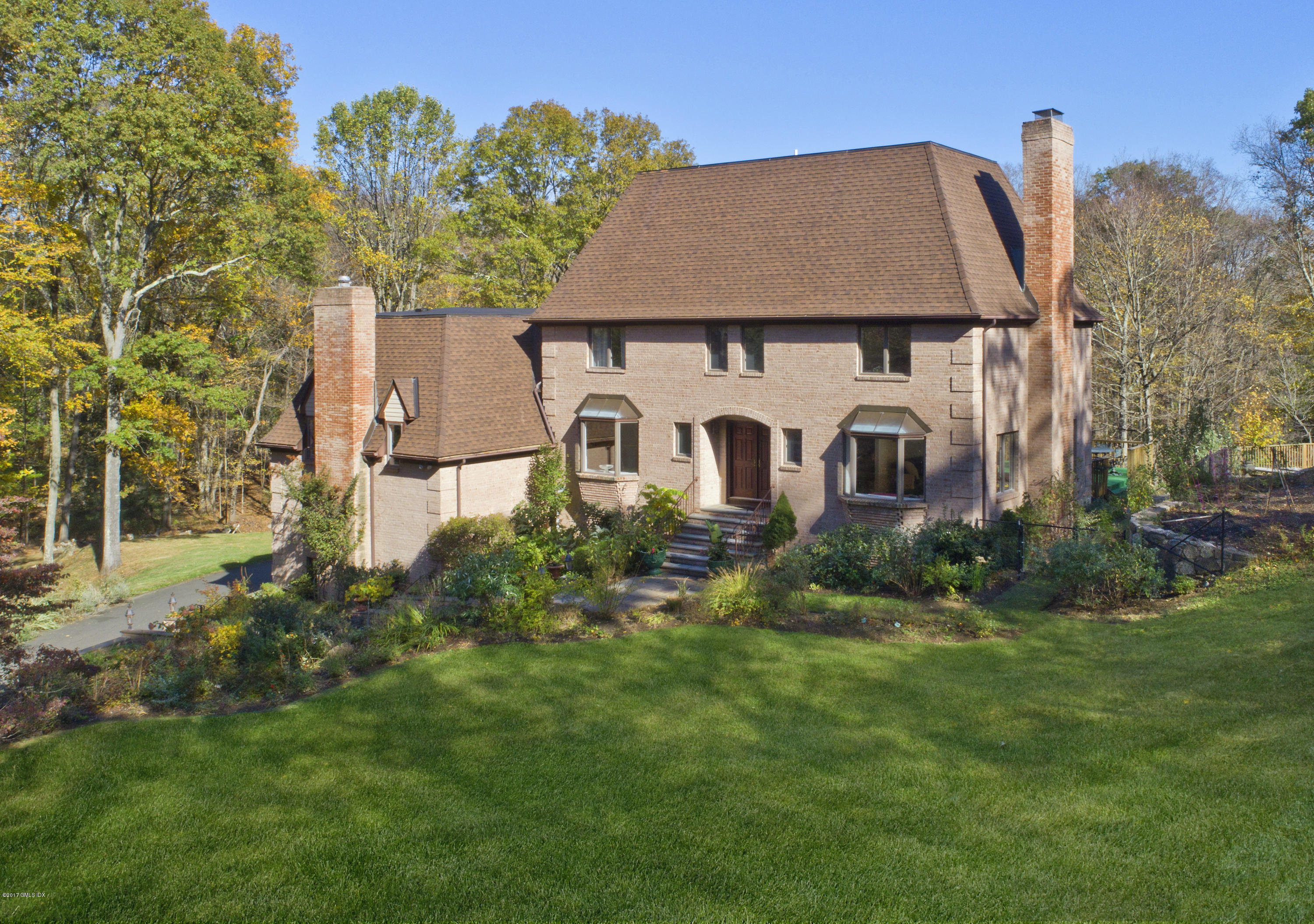 33 Ferncliff Road, Cos Cob, CT 06807