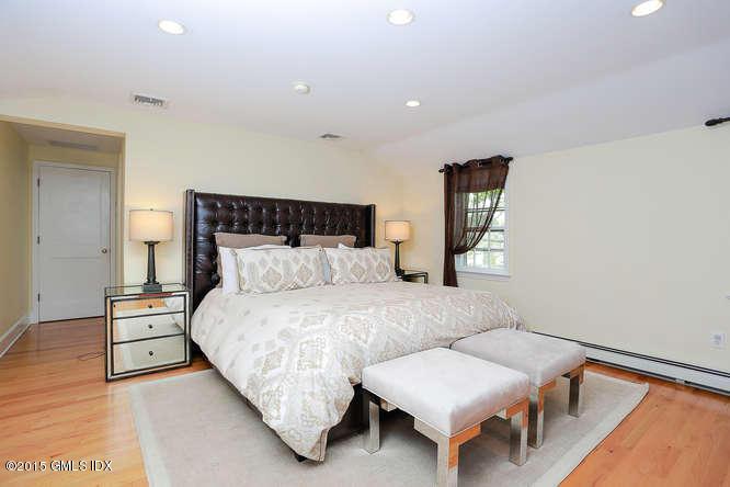 12 Bradbury Place, Riverside, CT 06878