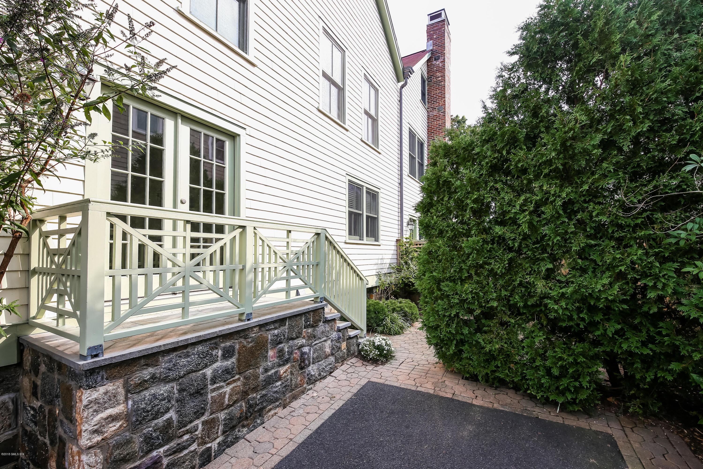 17 Connecticut Avenue,Greenwich,Connecticut 06830,3 Bedrooms Bedrooms,3 BathroomsBathrooms,Condominium,Connecticut,104439