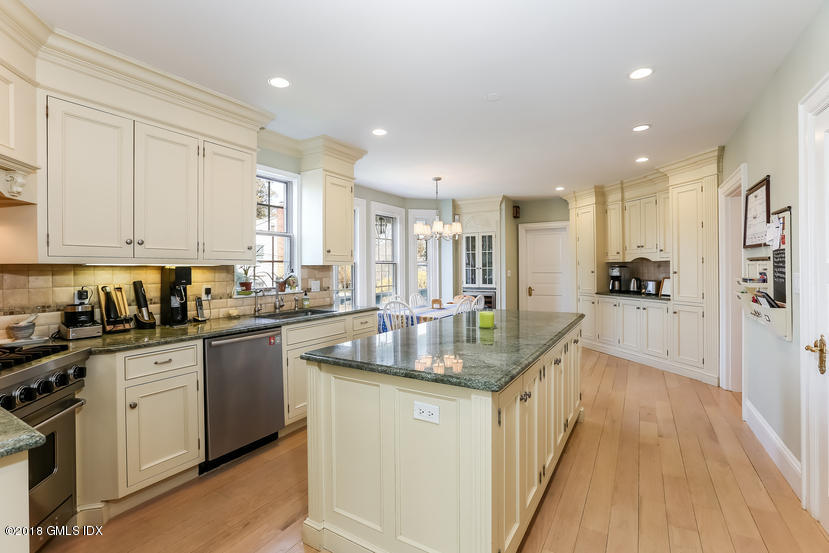 28 Tomac Avenue,Old Greenwich,Connecticut 06870,4 Bedrooms Bedrooms,3 BathroomsBathrooms,Single family,Tomac,104771