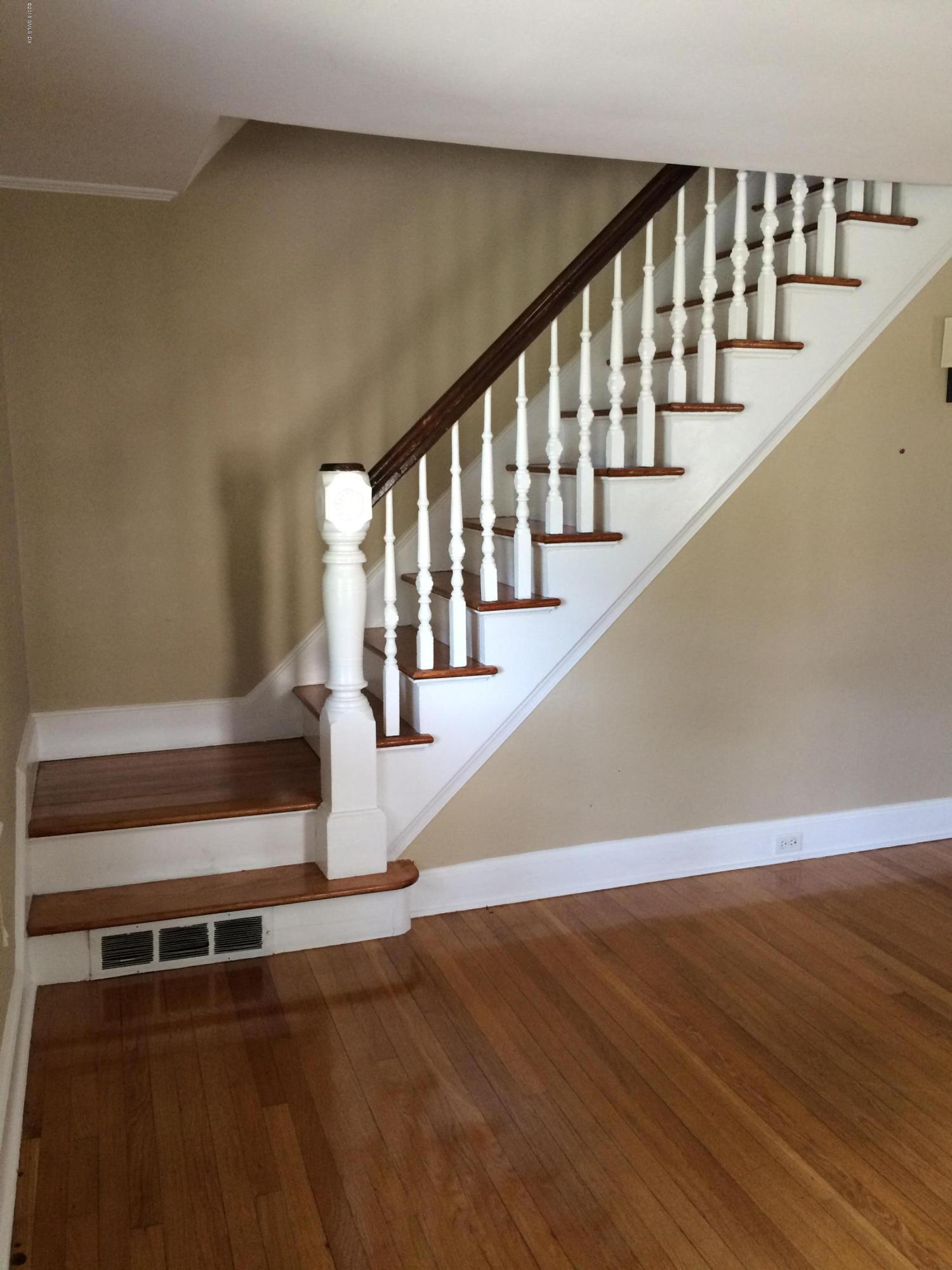18 Home Place,Greenwich,Connecticut 06830,2 Bedrooms Bedrooms,1 BathroomBathrooms,Single family,Home,105056