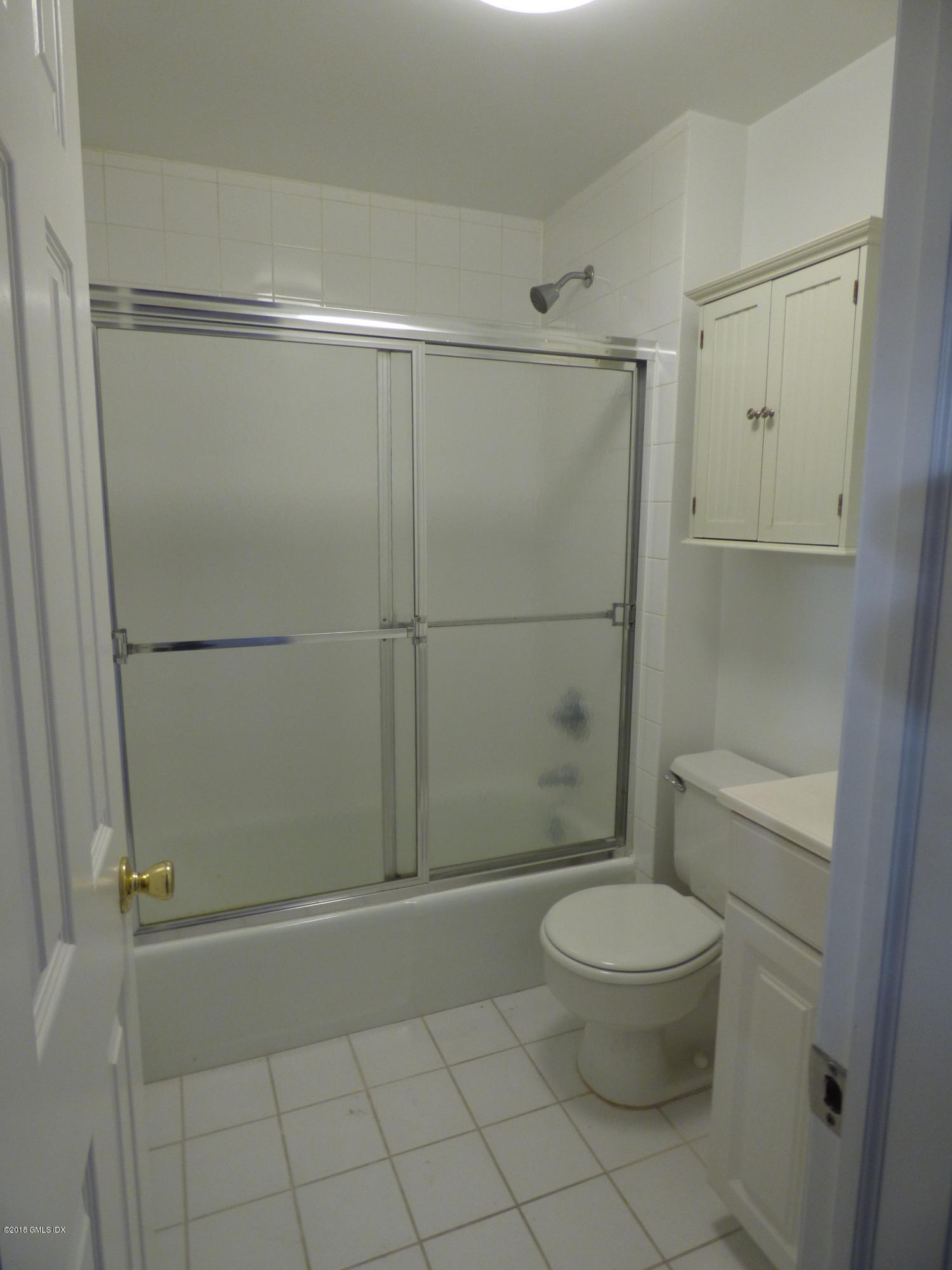 11 Old Field Point Road,Greenwich,Connecticut 06830,1 Bedroom Bedrooms,1 BathroomBathrooms,Apartment,Old Field Point,105060