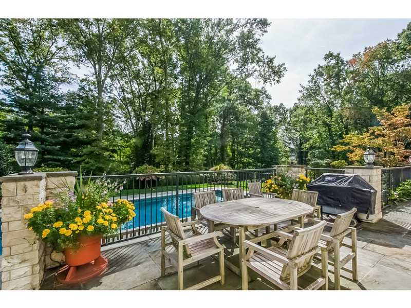 18 Pinecroft Road, Greenwich, CT 06830