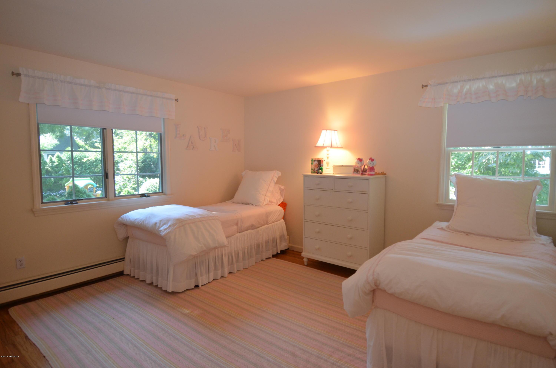 100 Wesskum Wood Road,Old Greenwich,Connecticut 06870,4 Bedrooms Bedrooms,2 BathroomsBathrooms,Single family,Wesskum Wood,105210