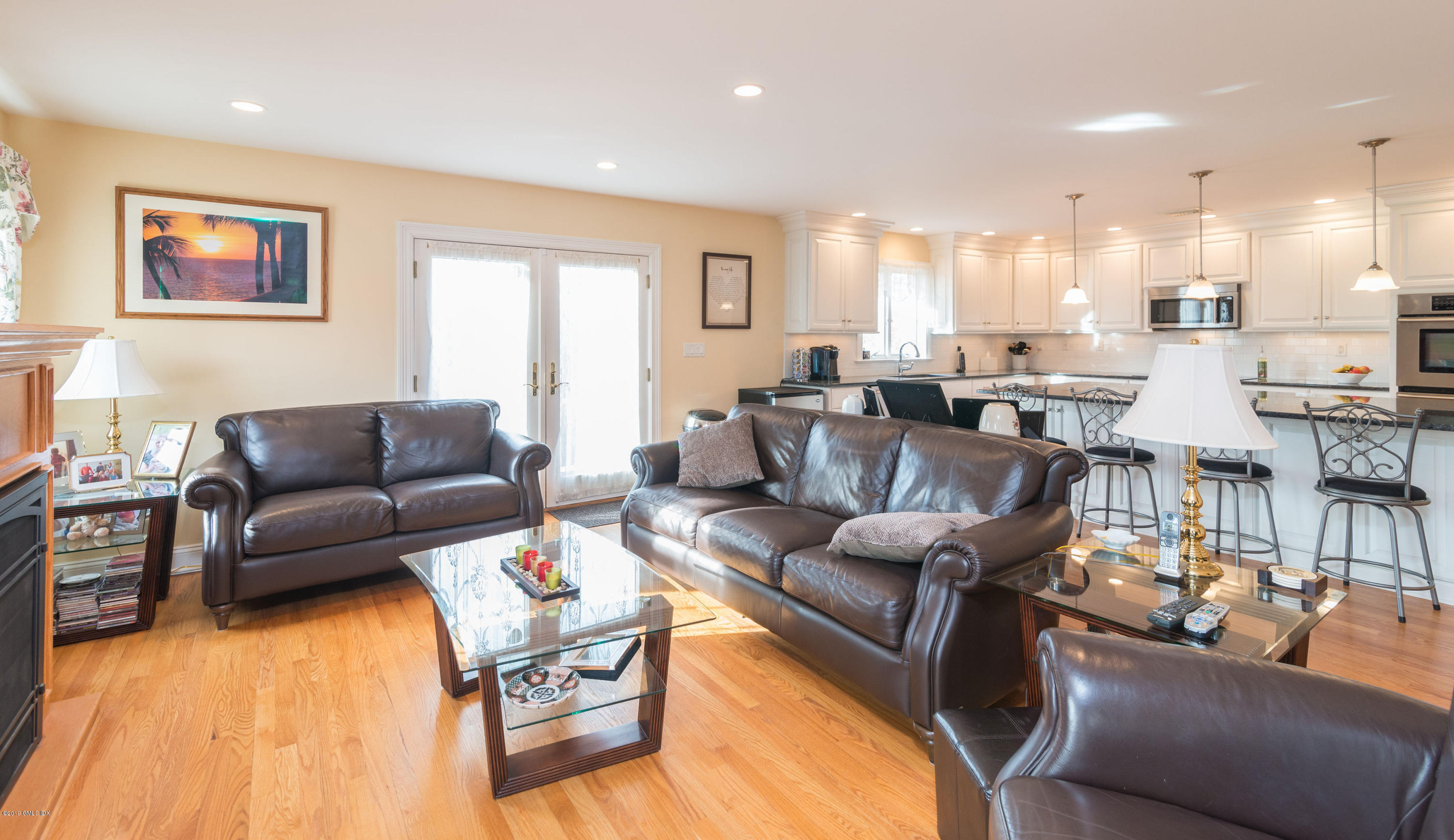 74 Henry Street,Greenwich,Connecticut 06830,3 Bedrooms Bedrooms,2 BathroomsBathrooms,Single family,Henry,105447