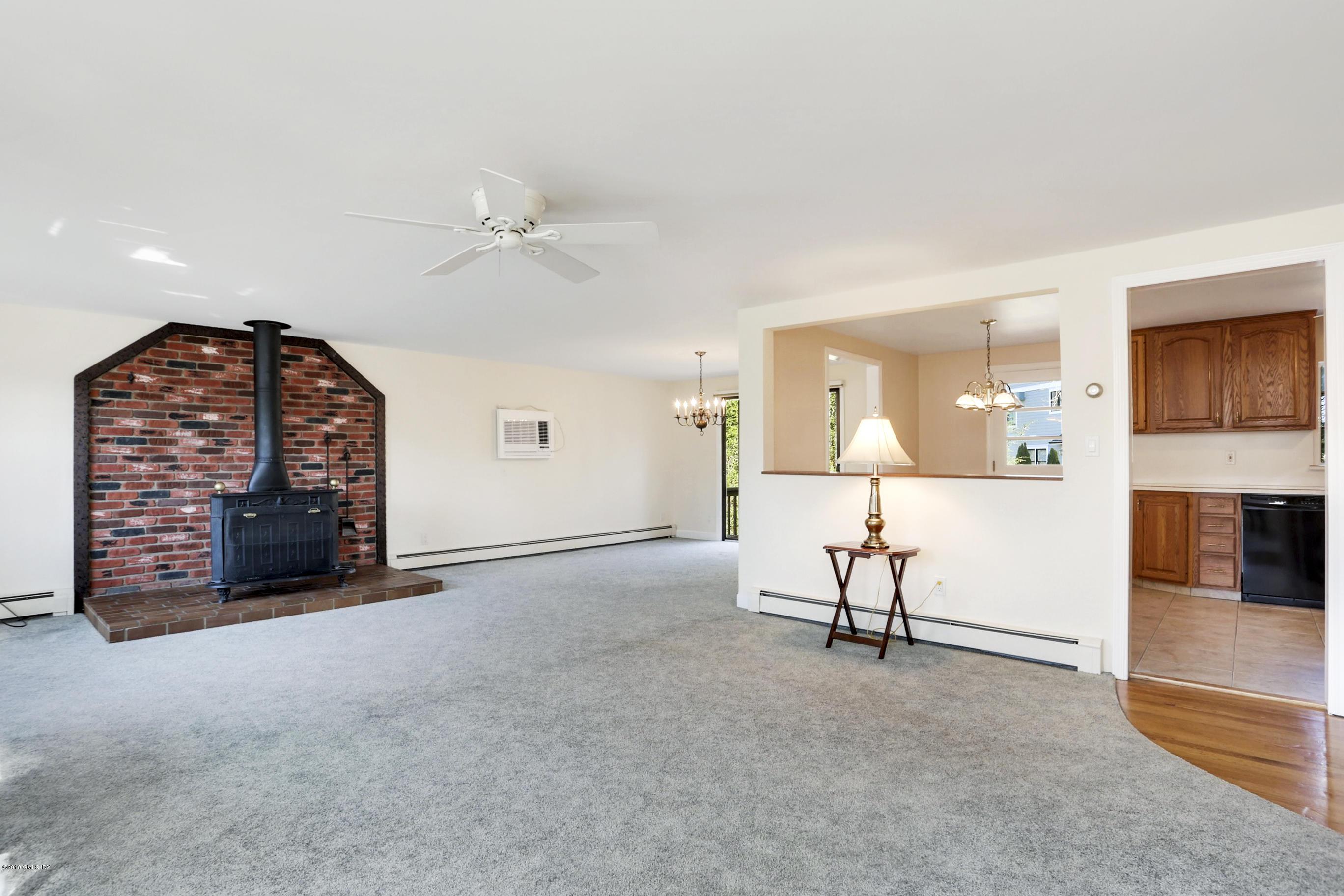 565 River Road,Cos Cob,Connecticut 06807,3 Bedrooms Bedrooms,1 BathroomBathrooms,Single family,River,105411
