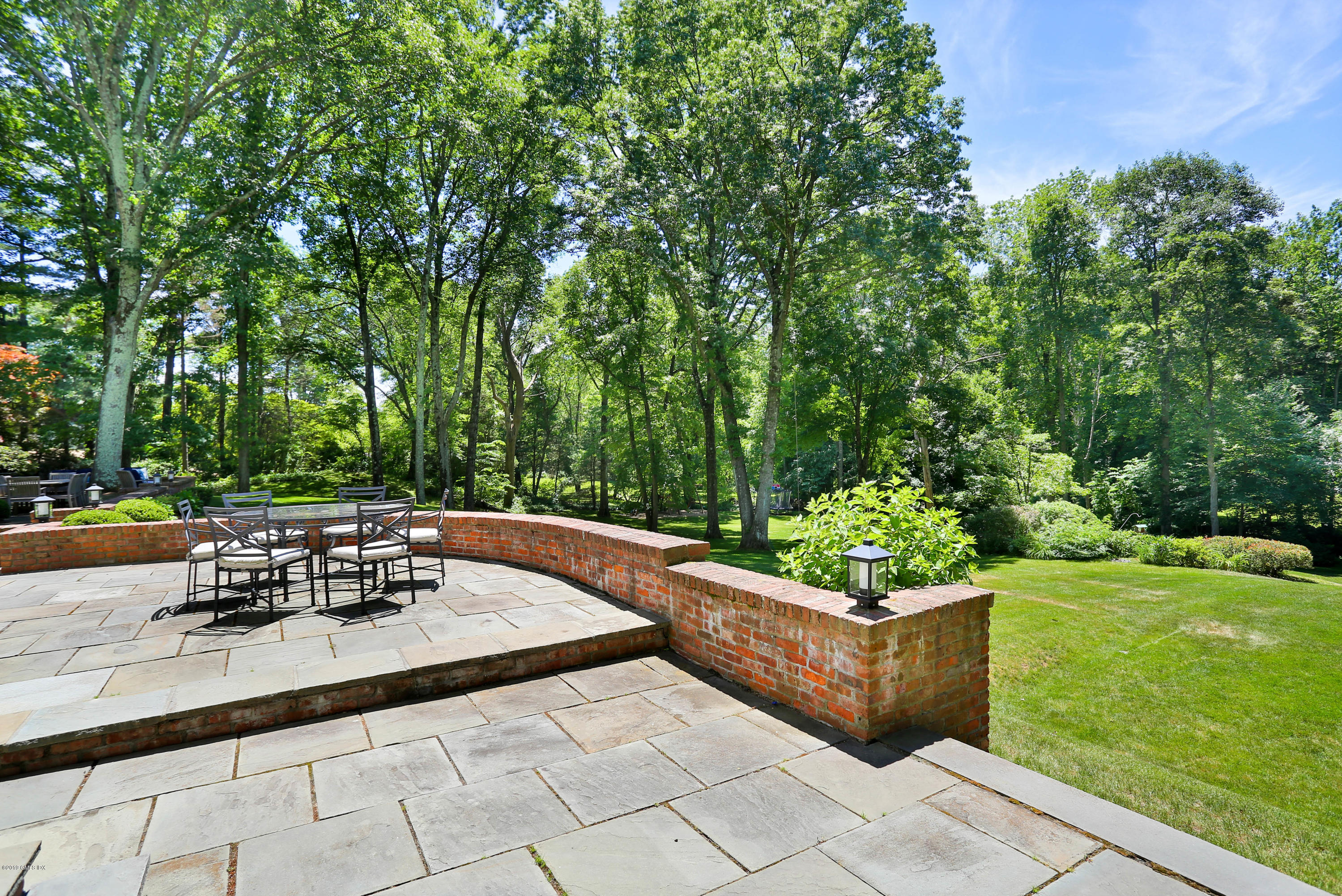 40 Husted Lane, Greenwich, CT 06830