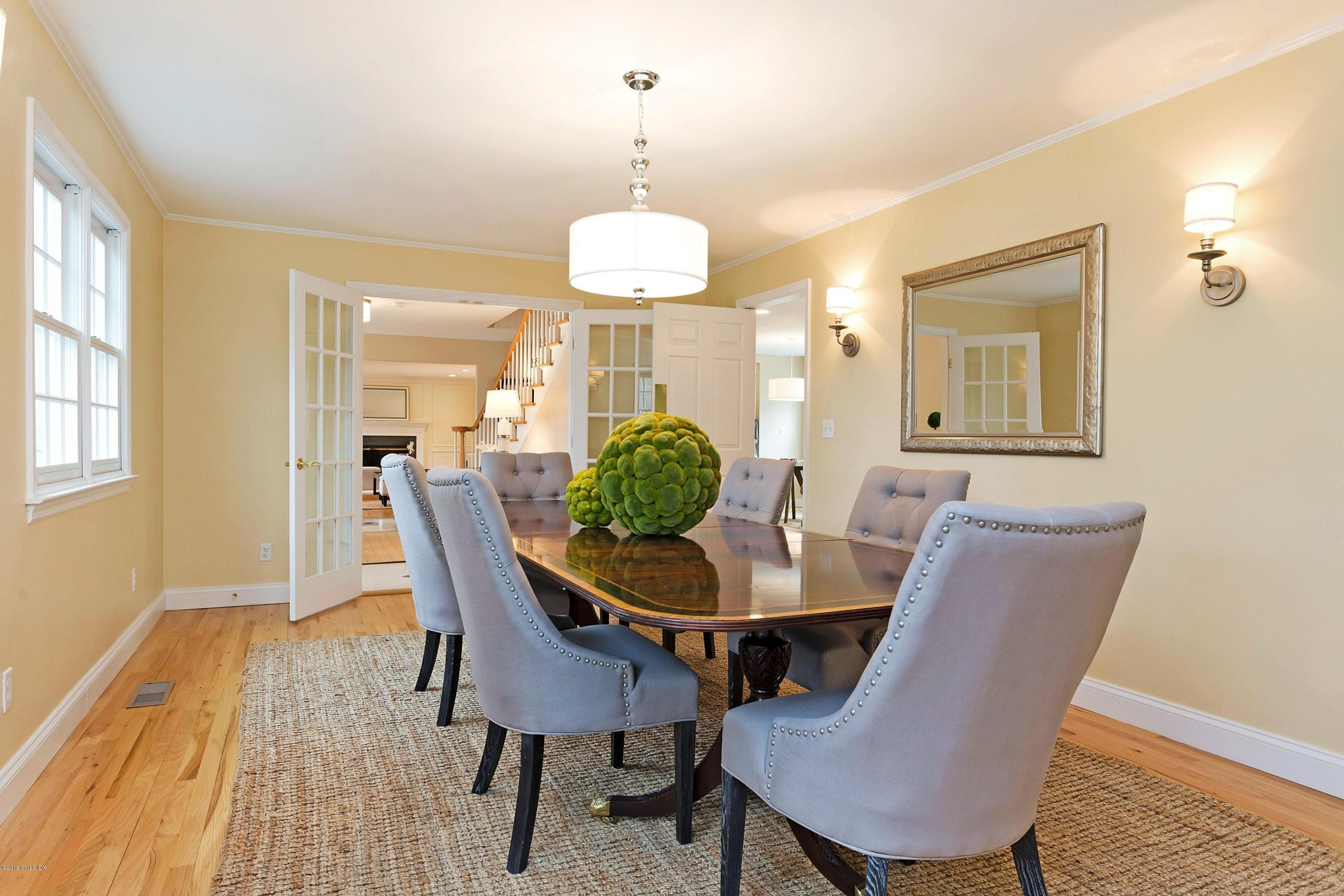 10 Snowberry Lane, New Canaan, CT 06840