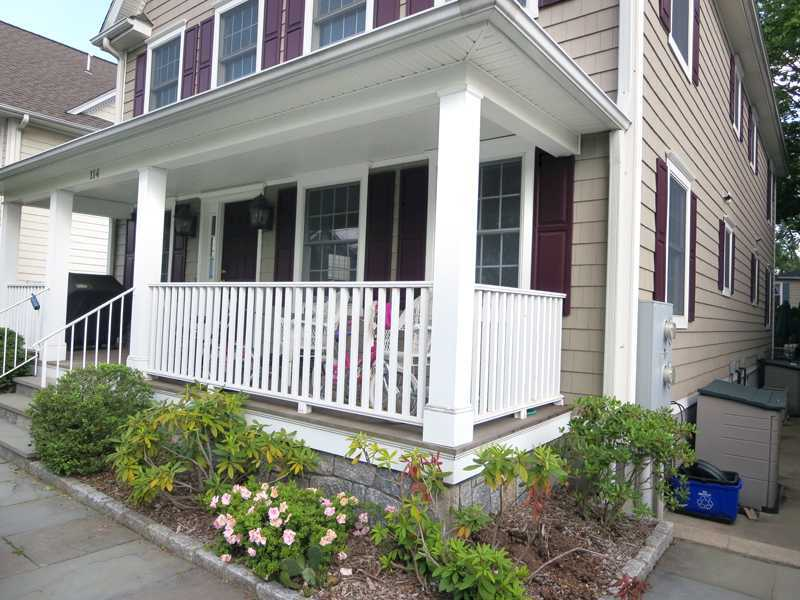114 Elm Street,Greenwich,Connecticut 06830,3 Bedrooms Bedrooms,3 BathroomsBathrooms,Multi-family - 2 units,Elm,105781