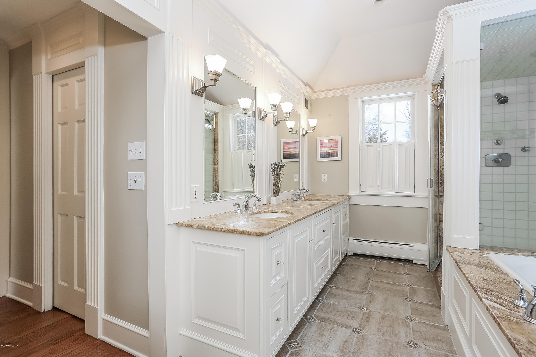 145 Cognewaugh Road,Cos Cob,Connecticut 06807,4 Bedrooms Bedrooms,3 BathroomsBathrooms,Single family,Cognewaugh,105787