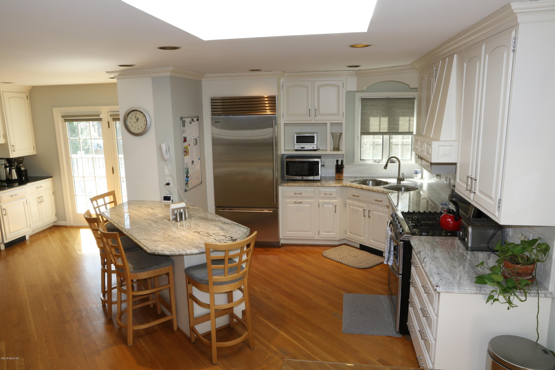 68 Laddins Rock Road,Old Greenwich,Connecticut 06870,4 Bedrooms Bedrooms,2 BathroomsBathrooms,Single family,Laddins Rock,106004