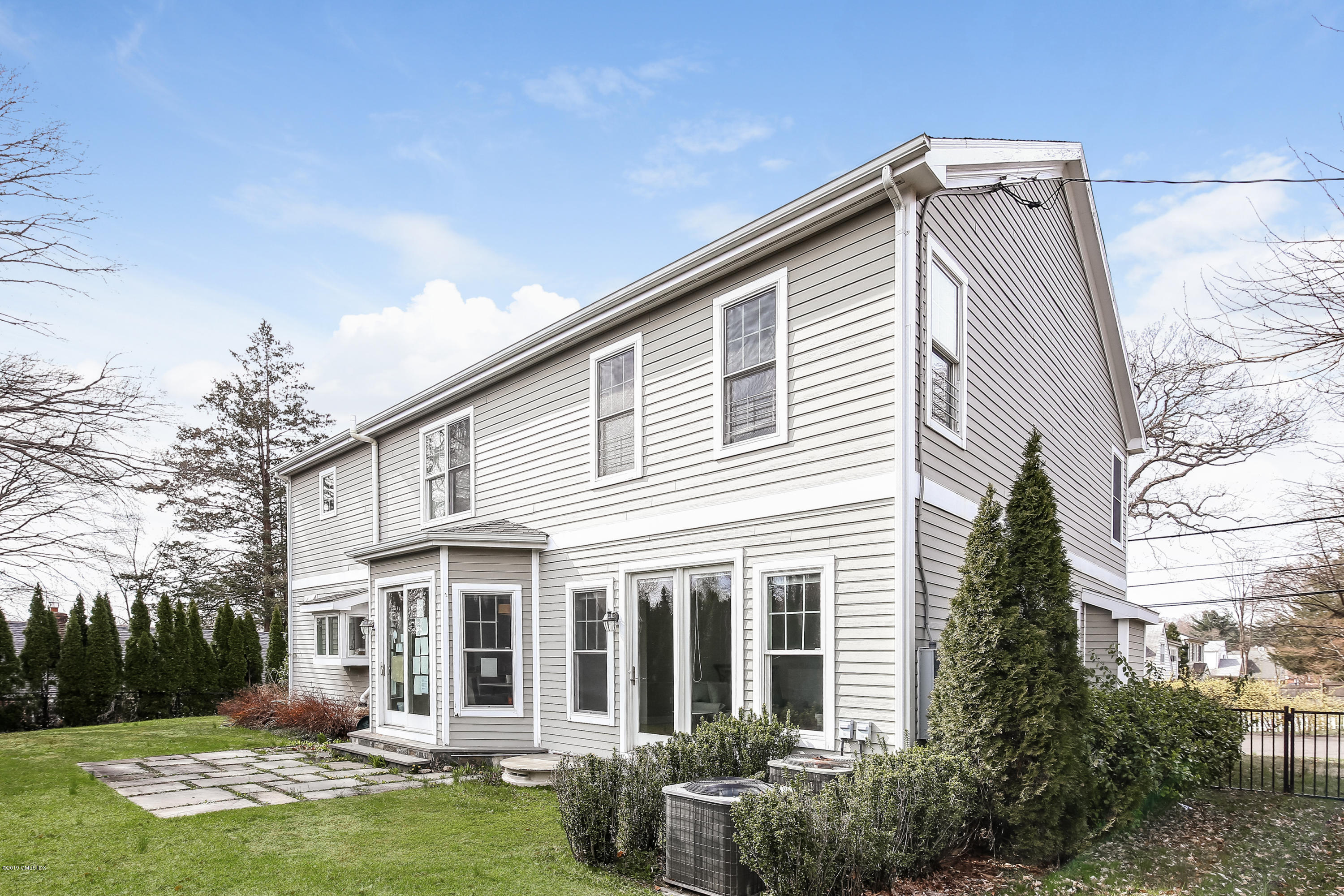 2 Halsey Drive, Old Greenwich, CT 06870