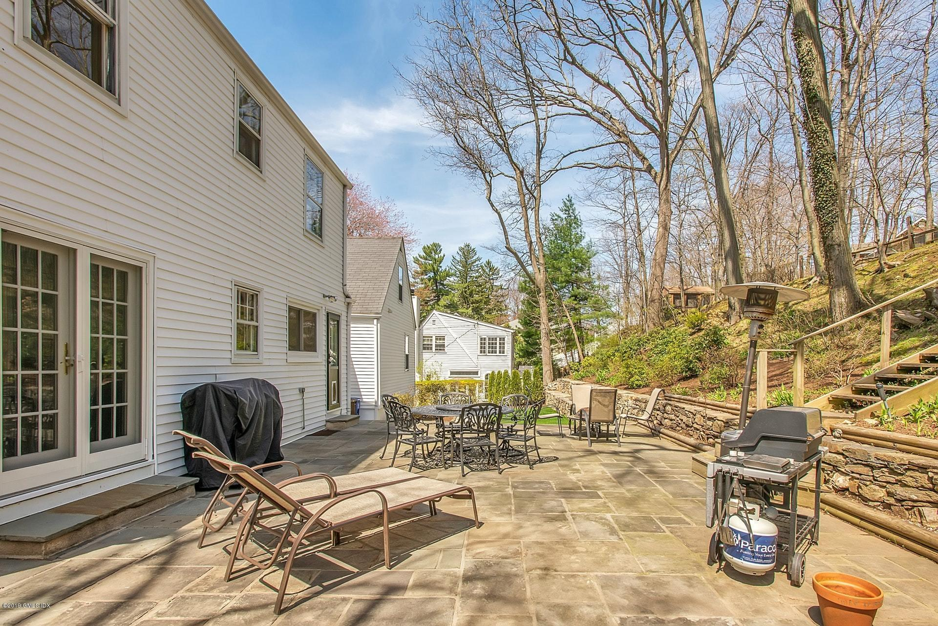 31 Center Drive, Old Greenwich, CT 06870