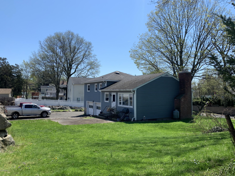 29 Thornhill Road, Riverside, CT 06878