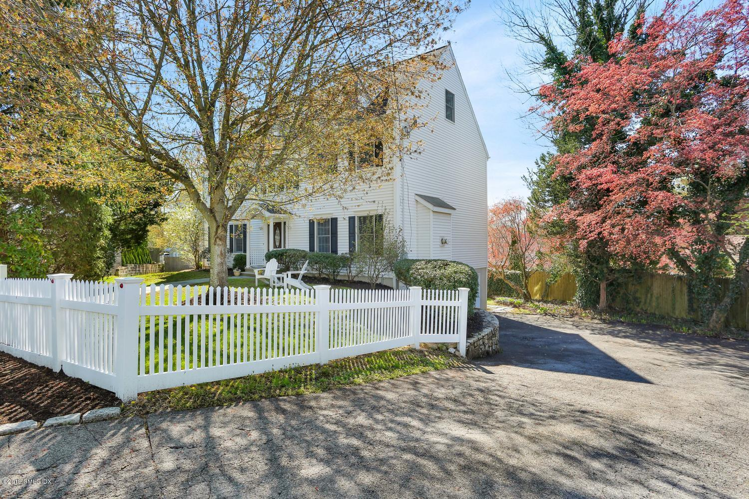 15 Elizabeth Lane, Riverside, CT 06878