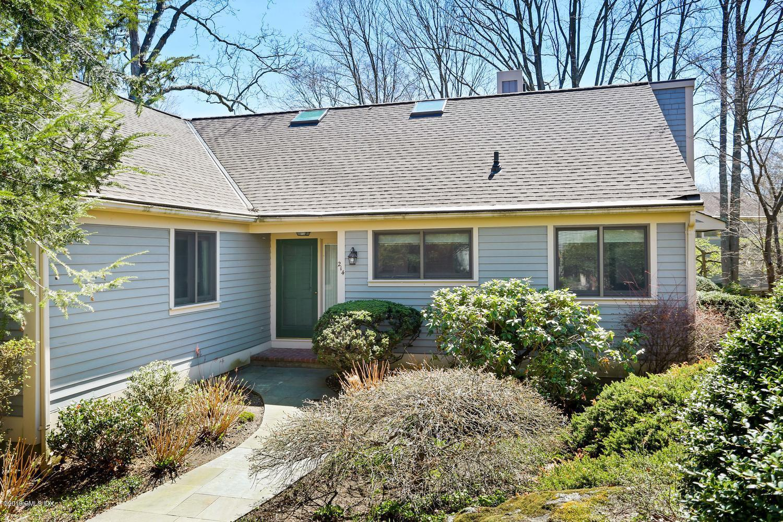 214 Lyon Farm Drive,Greenwich,Connecticut 06831,4 Bedrooms Bedrooms,3 BathroomsBathrooms,Condominium,Lyon Farm,106700