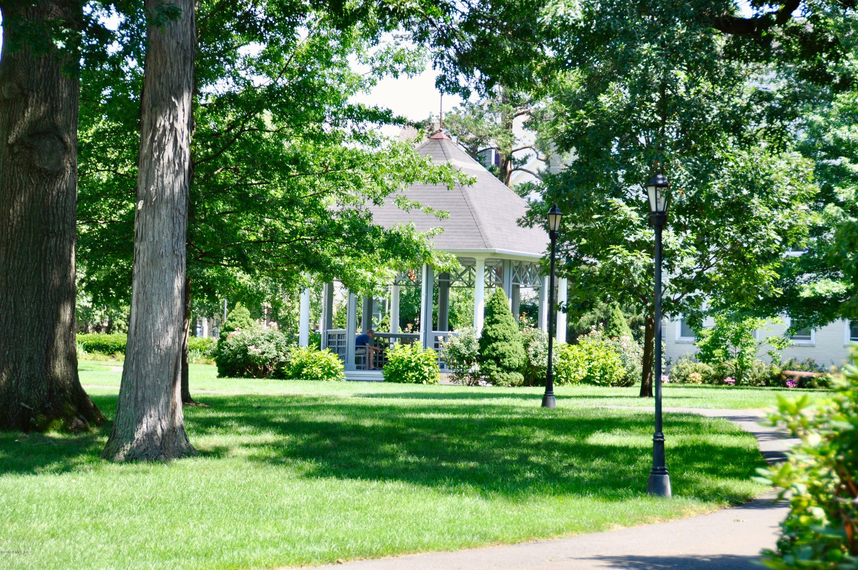138 Woodside Green, #1A, Stamford, CT 06905
