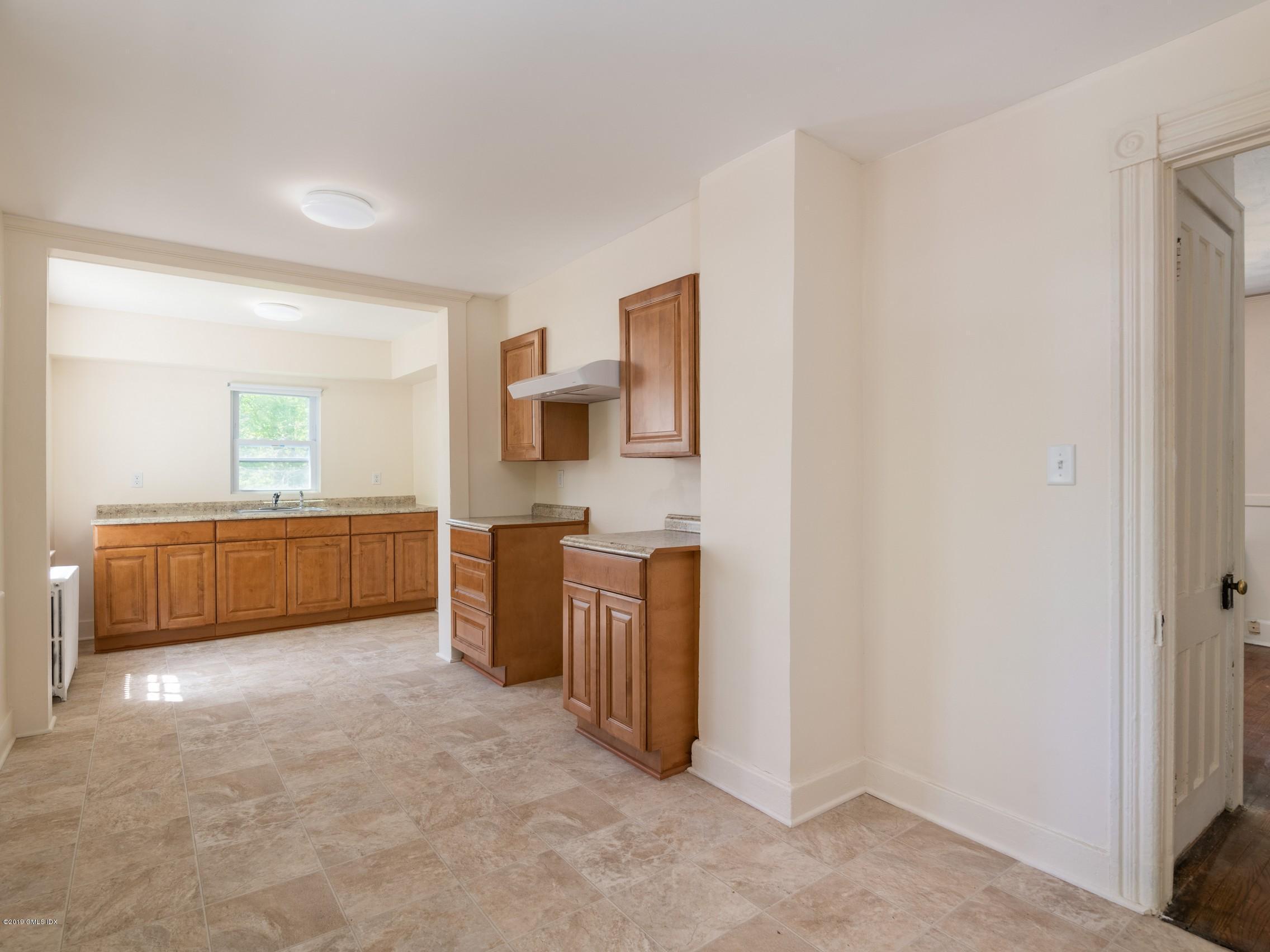 566 River Road,Cos Cob,Connecticut 06807,3 Bedrooms Bedrooms,1 BathroomBathrooms,Single family,River,106618