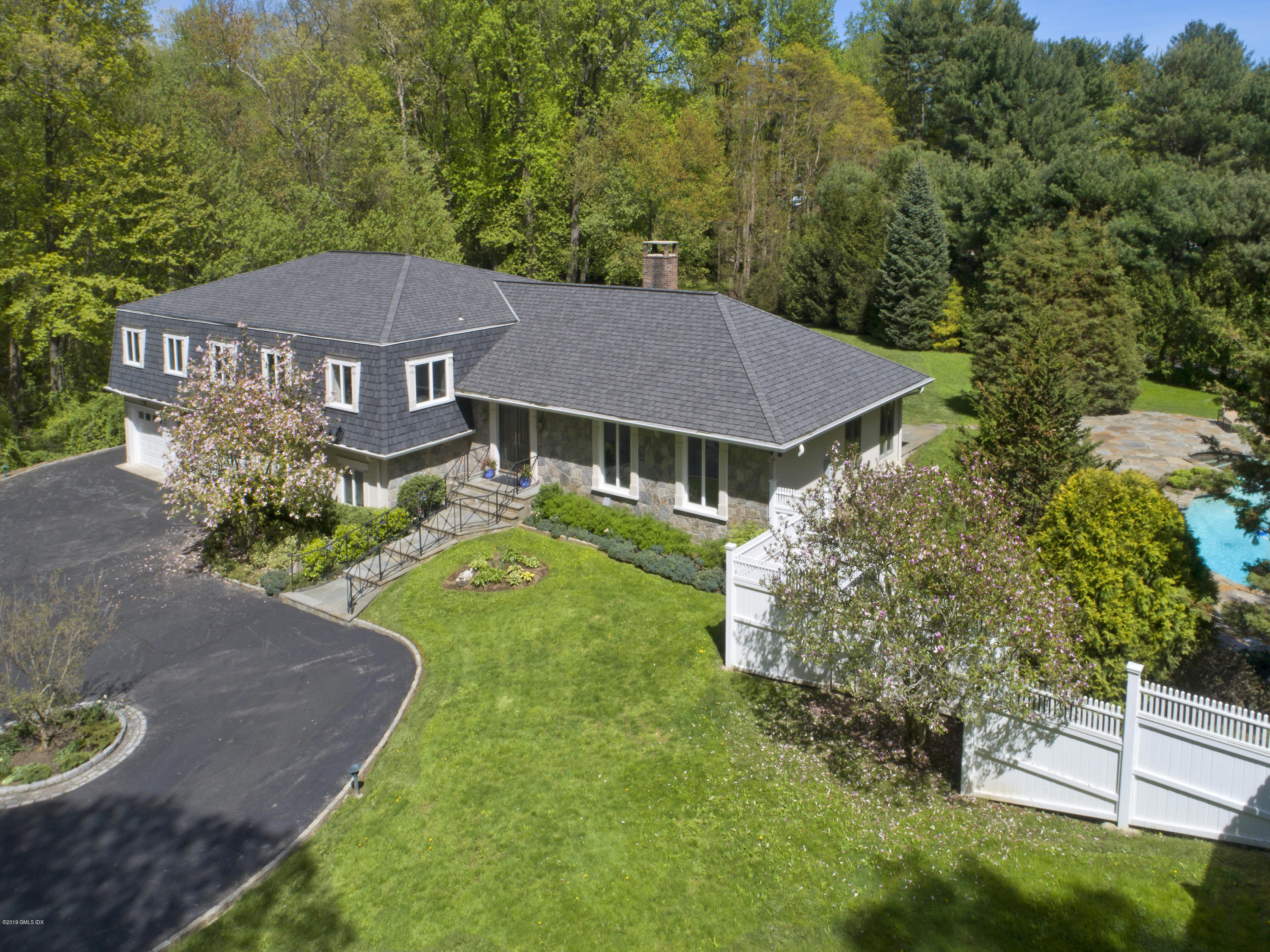 633 Round Hill Road,Greenwich,Connecticut 06831,5 Bedrooms Bedrooms,4 BathroomsBathrooms,Single family,Round Hill,106593