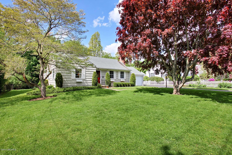 83 Lockwood Road,Riverside,Connecticut 06878,3 Bedrooms Bedrooms,2 BathroomsBathrooms,Lockwood,106680