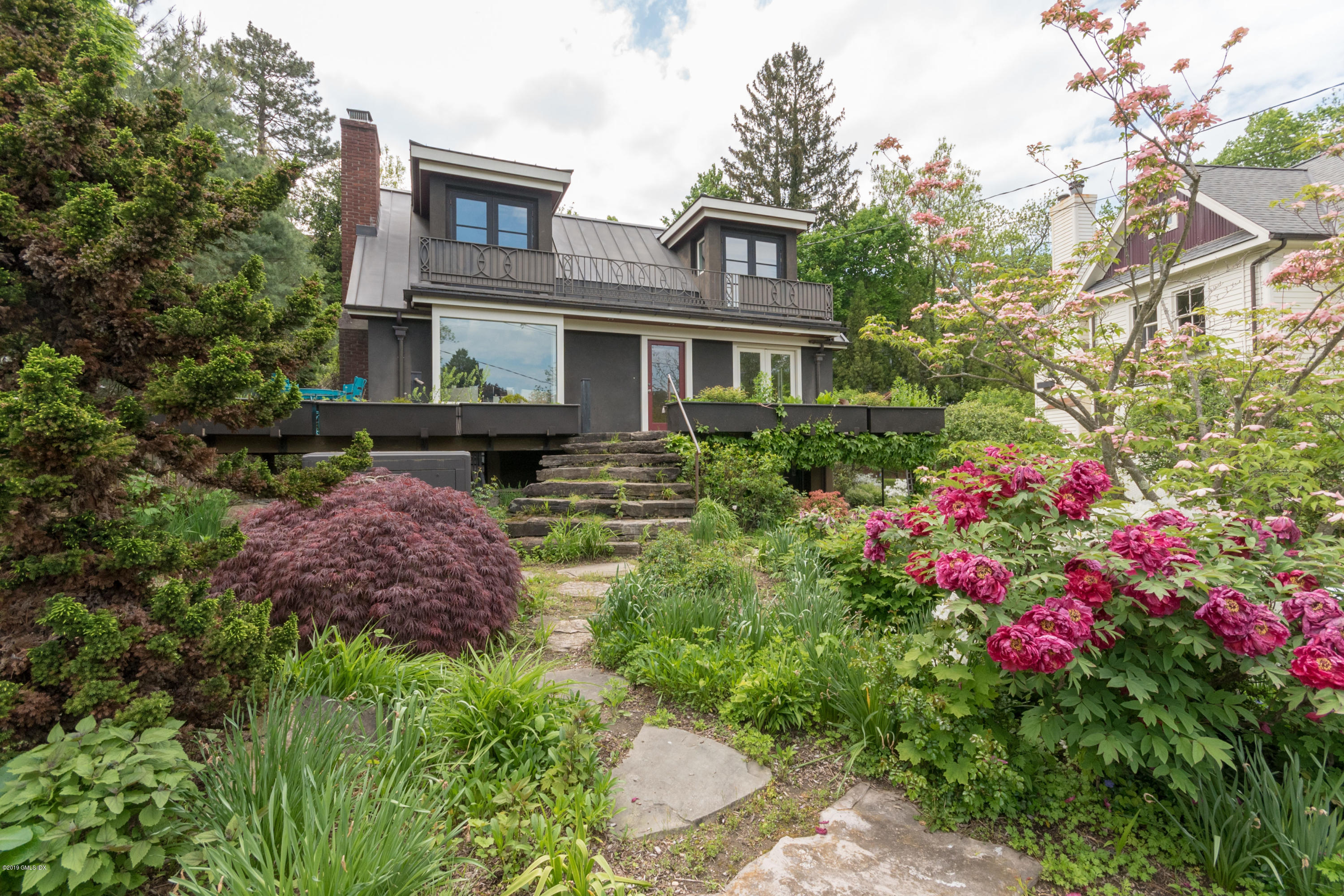6 Marks Road, Riverside, CT 06878