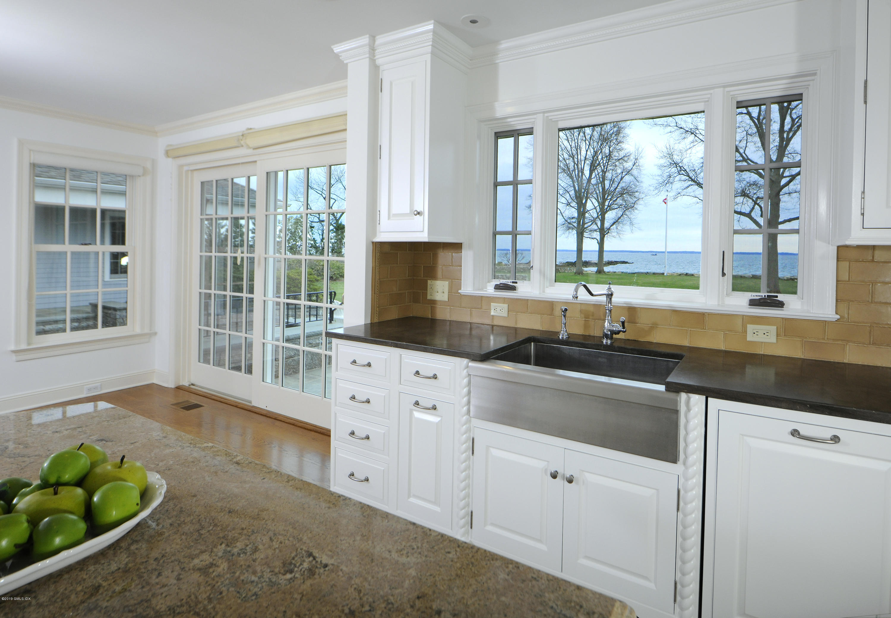 30 Rocky Point Road,Old Greenwich,Connecticut 06870,5 Bedrooms Bedrooms,4 BathroomsBathrooms,Single family,Rocky Point,106975