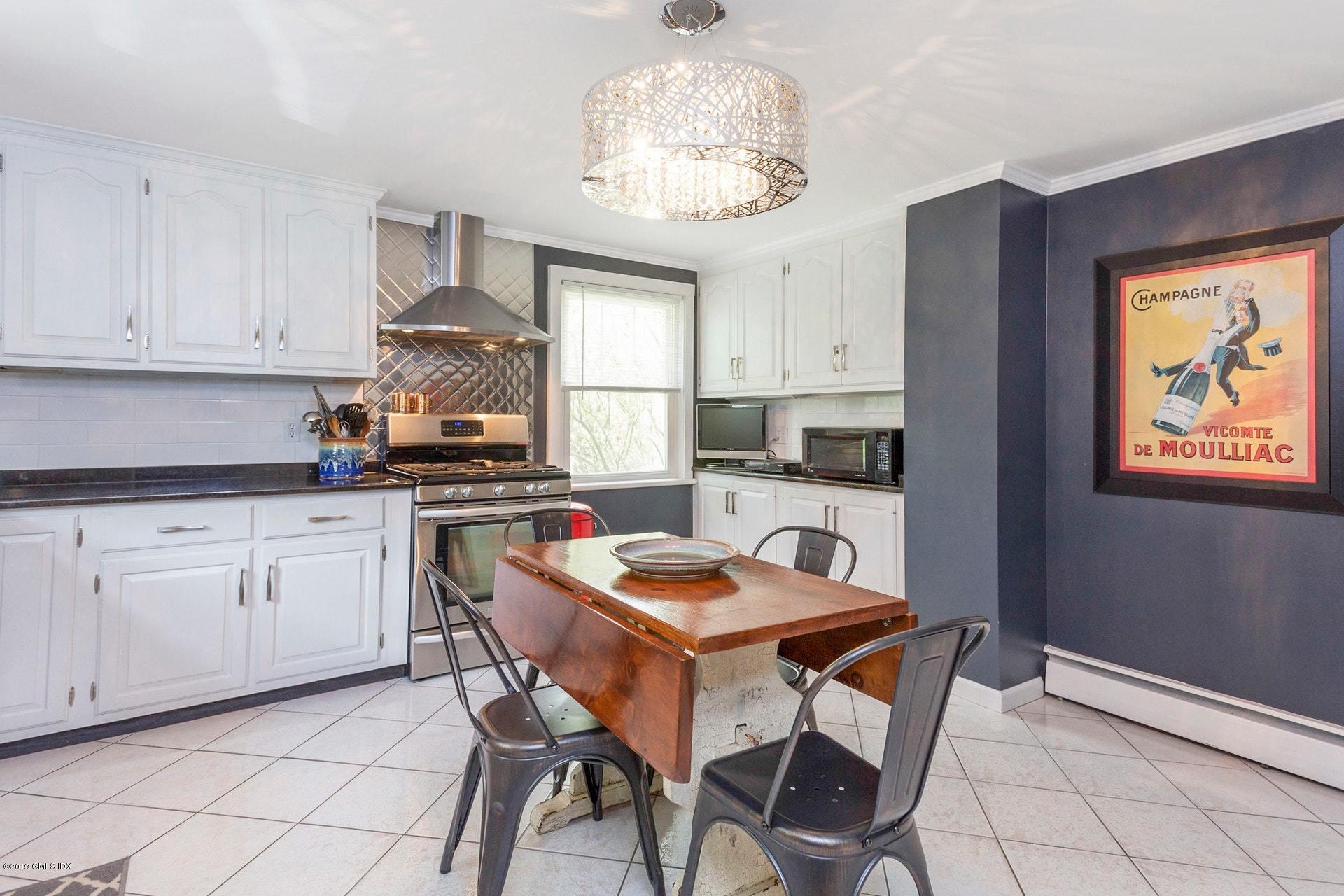 37 Meyer Place,Riverside,Connecticut 06878,6 Bedrooms Bedrooms,4 BathroomsBathrooms,Single family,Meyer,106965